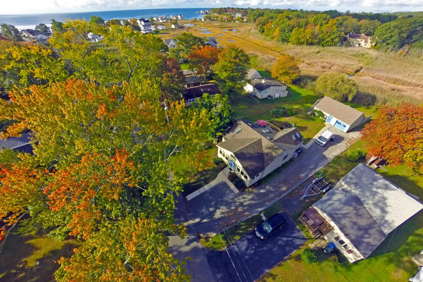 Maison unifamiliale pour l Vente à Enjoy Summer Or Year Round 34 Soundview Ave Old Saybrook, Connecticut, 06475 États-Unis
