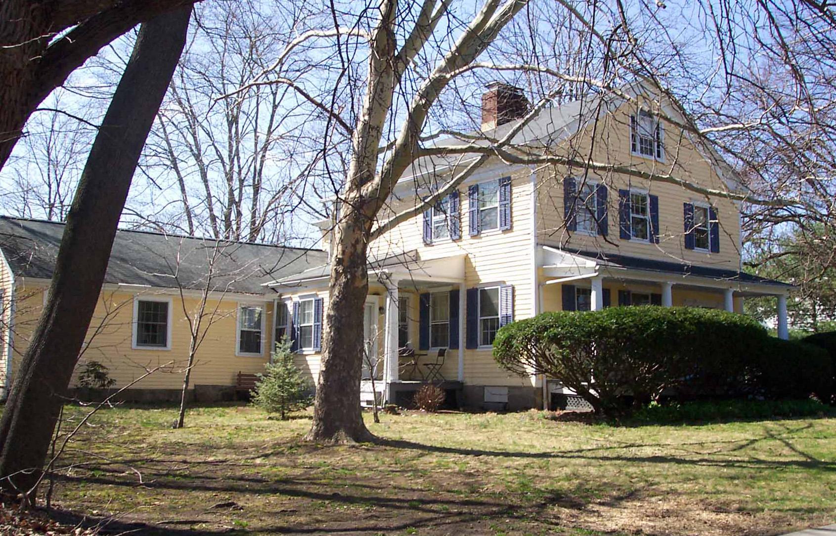 Частный односемейный дом для того Продажа на Live History! 35 France Street Norwalk, Коннектикут 06851 Соединенные Штаты