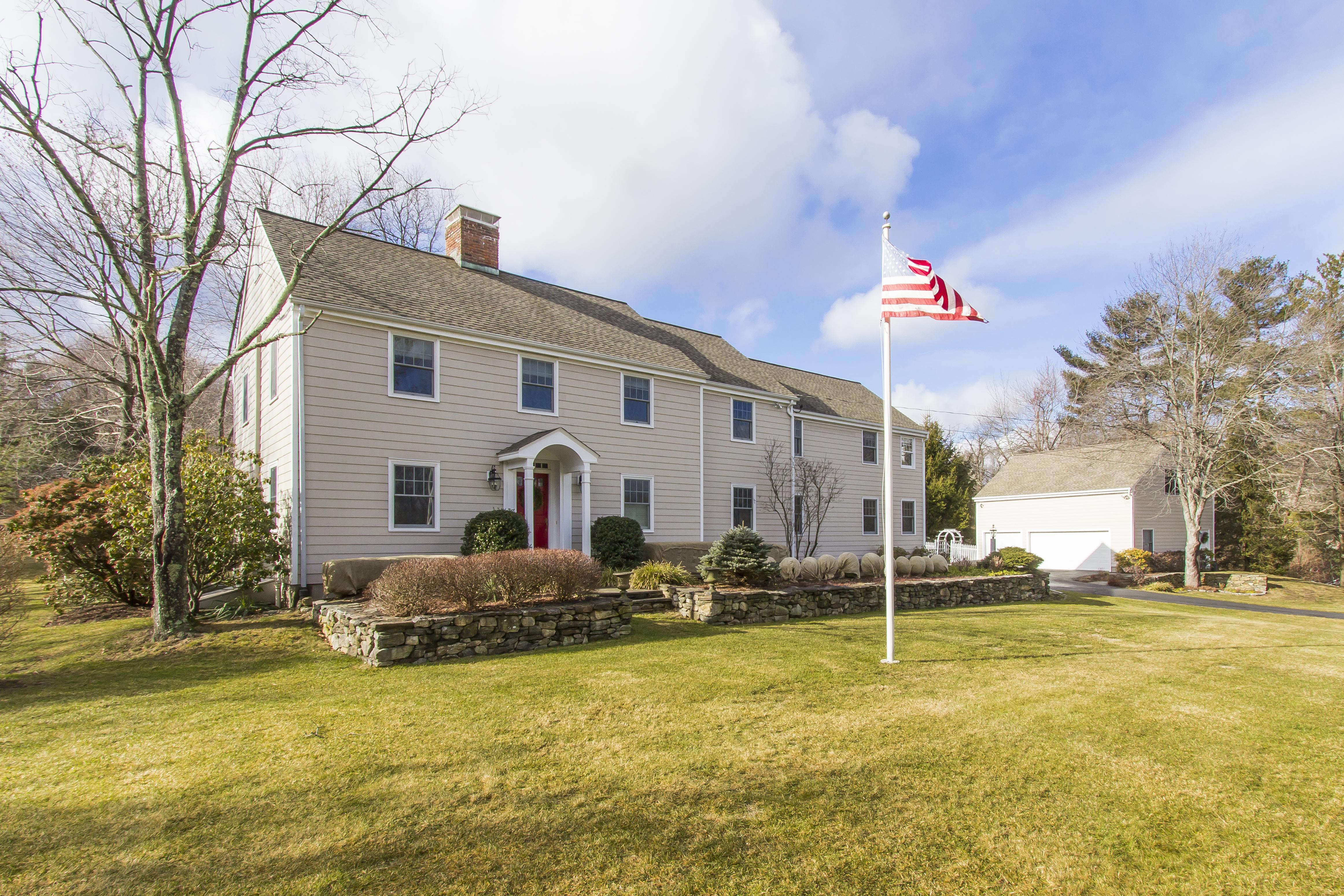 Einfamilienhaus für Verkauf beim Picture Perfect Colonial 33 Tanglewood Court Ridgefield, Connecticut, 06877 Vereinigte Staaten