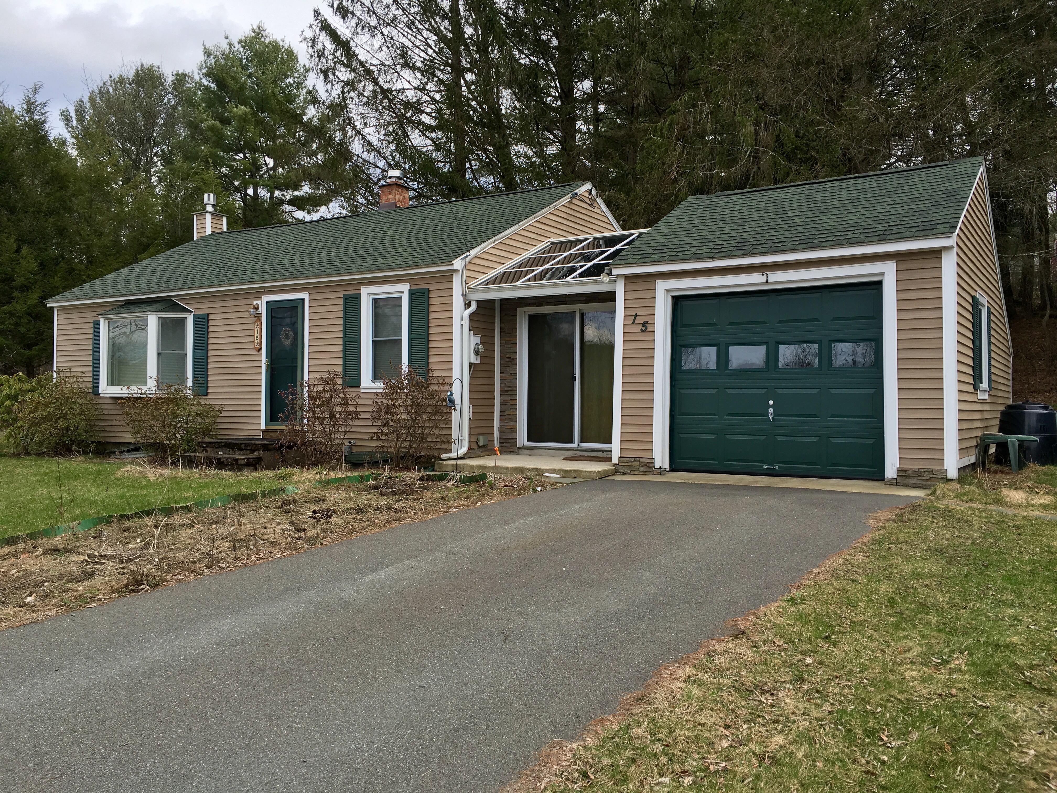 Maison unifamiliale pour l Vente à Updated, Move-In Ready Home on a Quiet Country Road 15 Mt Washington Rd Egremont, Massachusetts, 01230 États-Unis