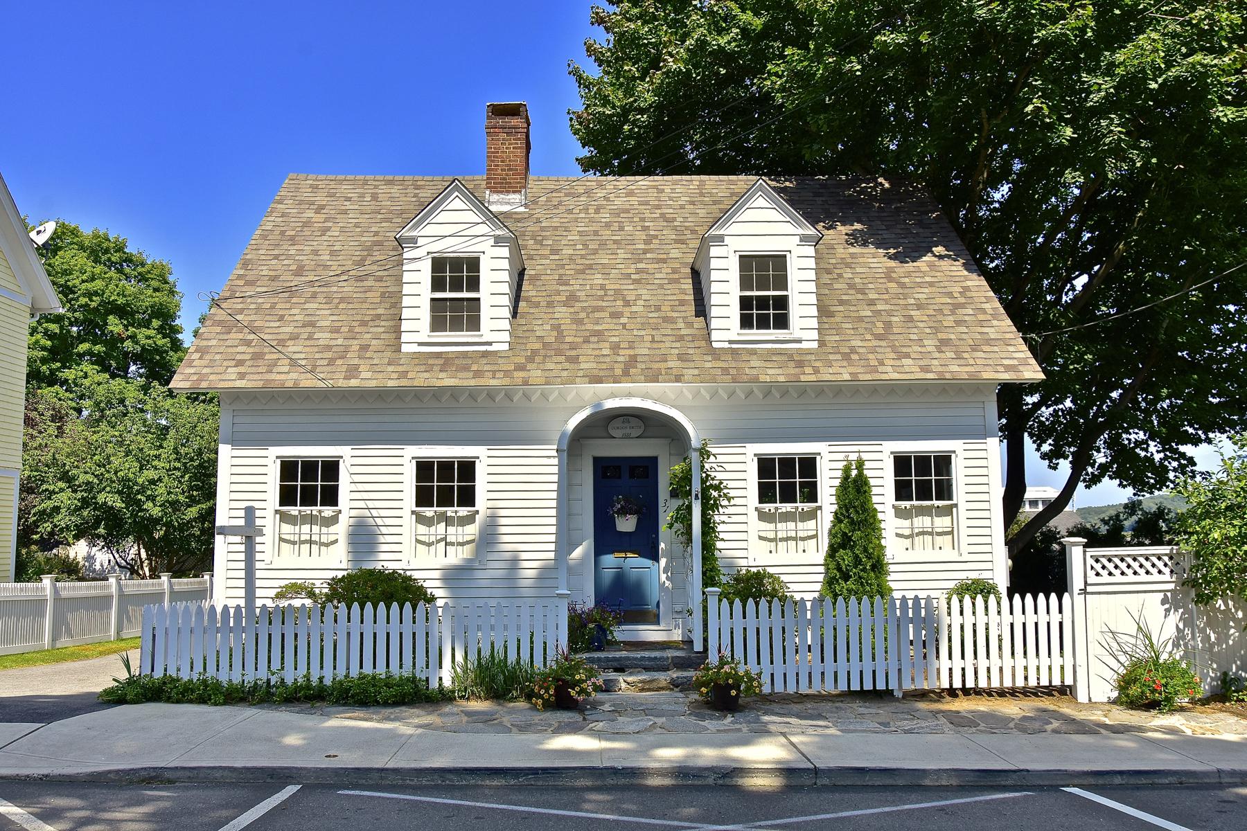 Moradia para Venda às In The Heart of Essex Village 31 Pratt St Essex, Connecticut 06426 Estados Unidos