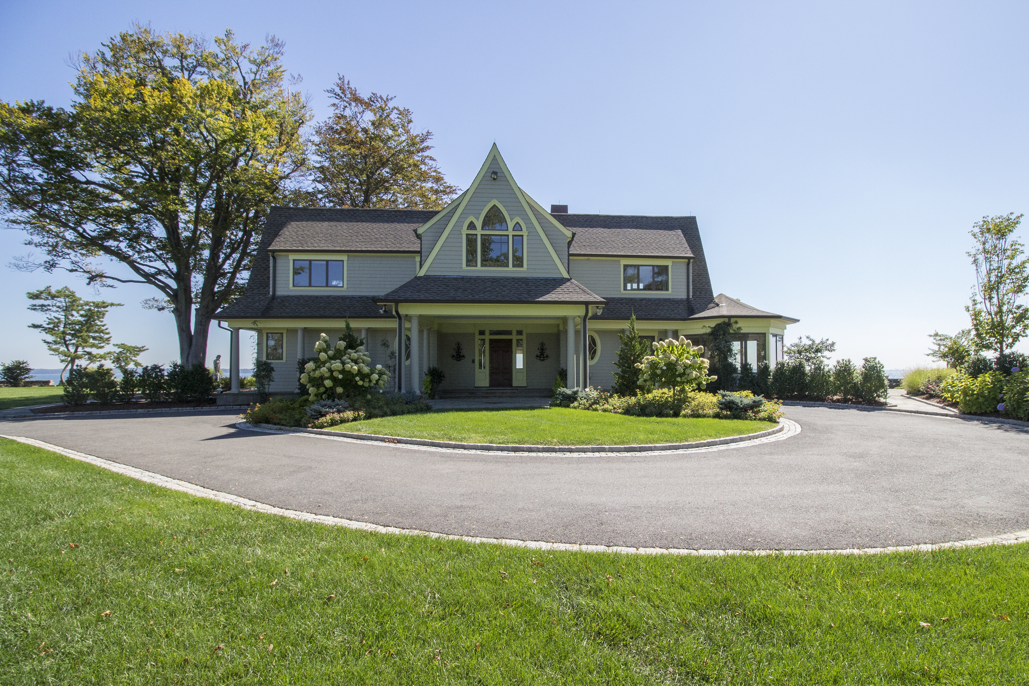 Property For Sale at 18 Parsonage Point Pl