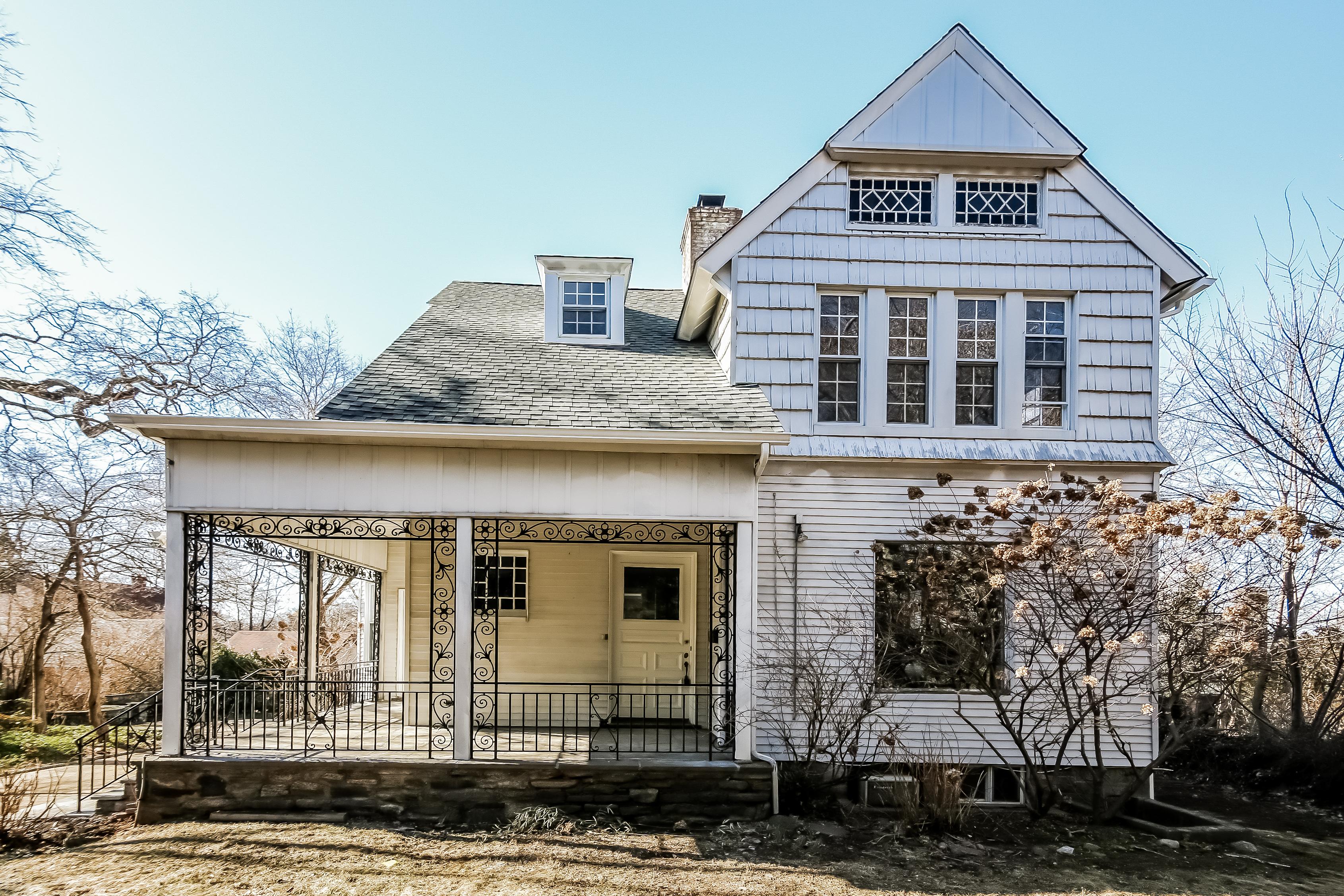 sales property at 949 Post Road