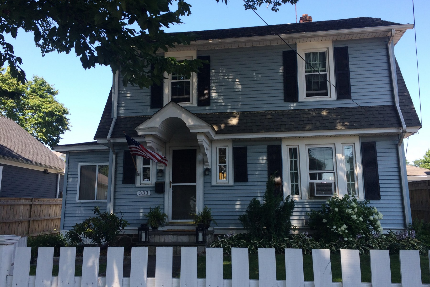 Vivienda unifamiliar por un Venta en Black Rock on the Sound 333 Grovers Avenue Bridgeport, Connecticut, 06605 Estados Unidos