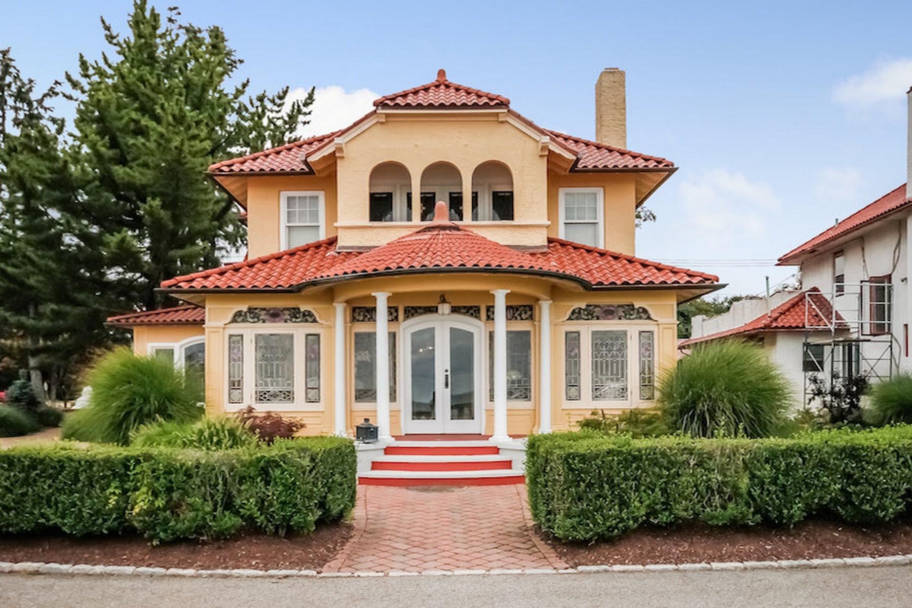 Vivienda unifamiliar por un Venta en Extraordinary Direct waterfront Home 6 Abigail Aka Rosa Street Street Milford, Connecticut 06460 Estados Unidos