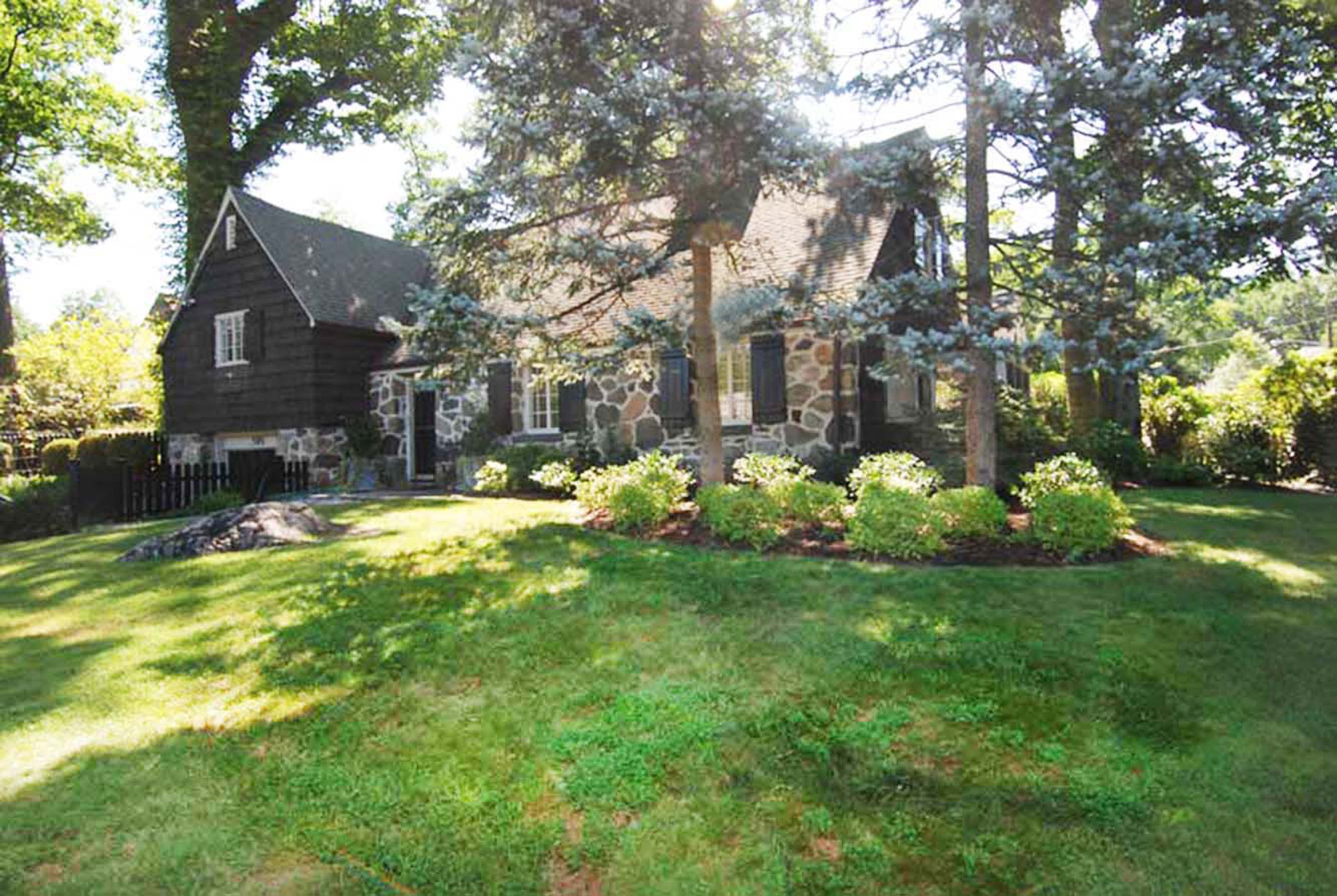 Single Family Home for Sale at Larchmont Woods Cape/Colonial 505 Forest Avenue New Rochelle, New York 10804 United States