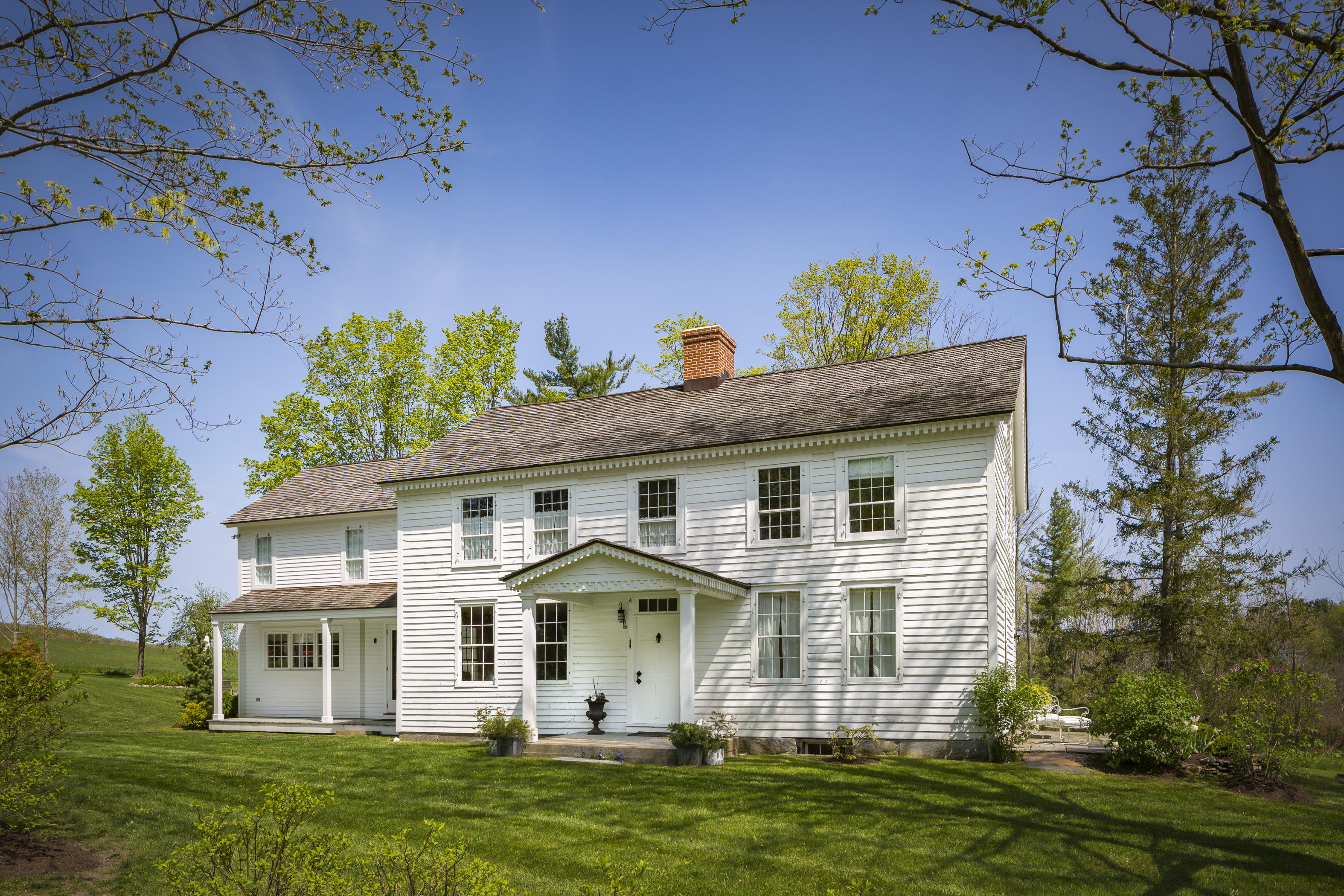 Casa Unifamiliar por un Venta en Circa 1830 Colonial 2 Benton Hill Rd Sharon, Connecticut, 06069 Estados Unidos
