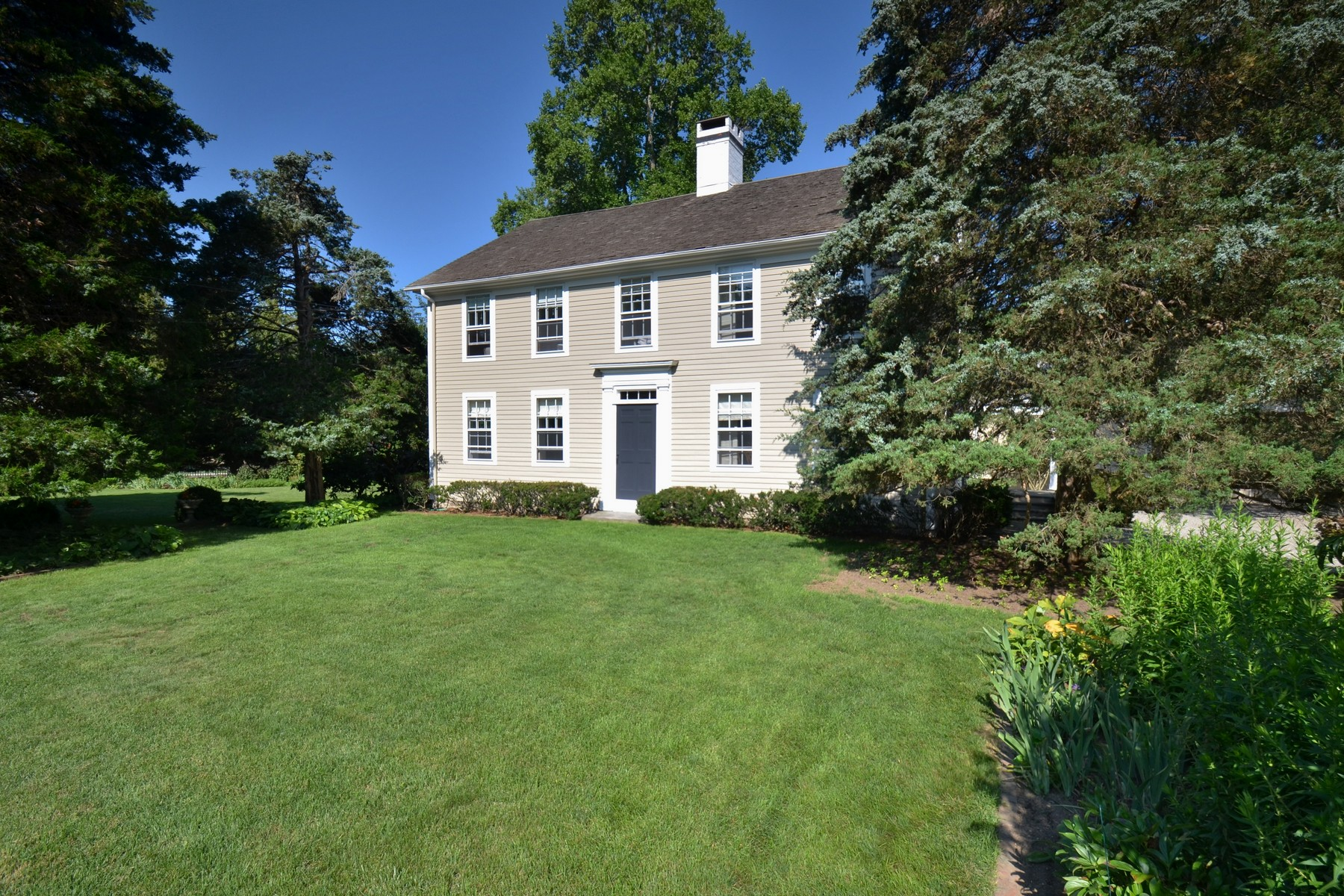 Single Family Home for Sale at In the Heart of The Village 6 Lyme St Old Lyme, Connecticut 06371 United States