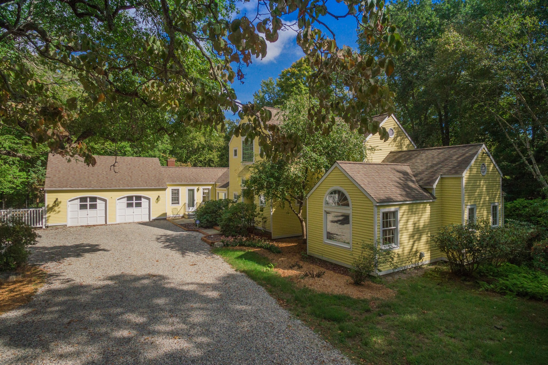 Single Family Home for Sale at Great For Entertaining 14 Riverbend Rd Old Lyme, Connecticut, 06371 United States