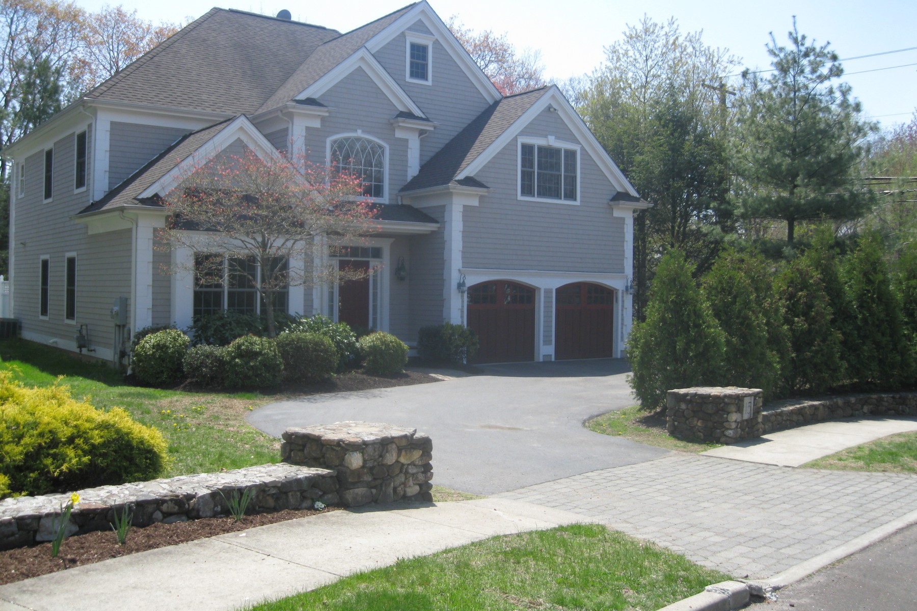 Single Family Home for Sale at Classic Newer Colonial on a Much Sought After Cul-de-Sac 15 Sconset Drive Fairfield, Connecticut 06824 United States