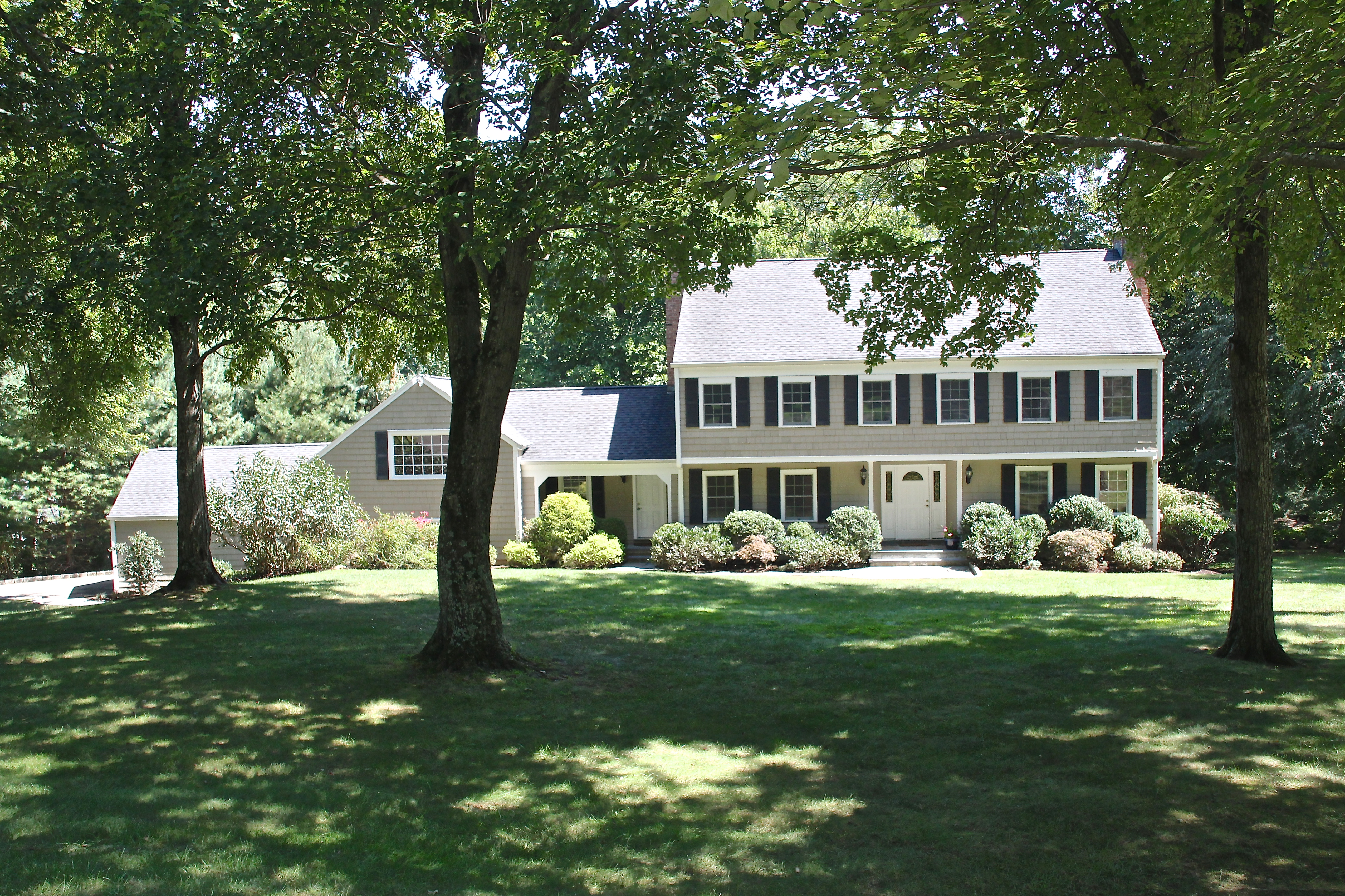 Single Family Home for Sale at North Stamford Colonial 33 Easthill Road Stamford, Connecticut, 06903 United States