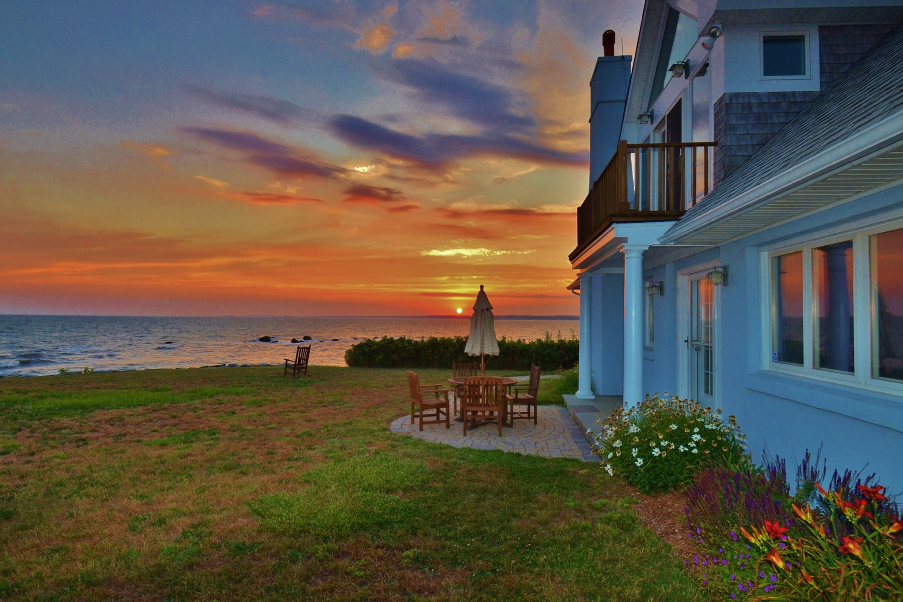 Villa per Vendita alle ore Panoramic Water Views Over Long Island Sound 2 Point Rd Old Saybrook, Connecticut 06475 Stati Uniti