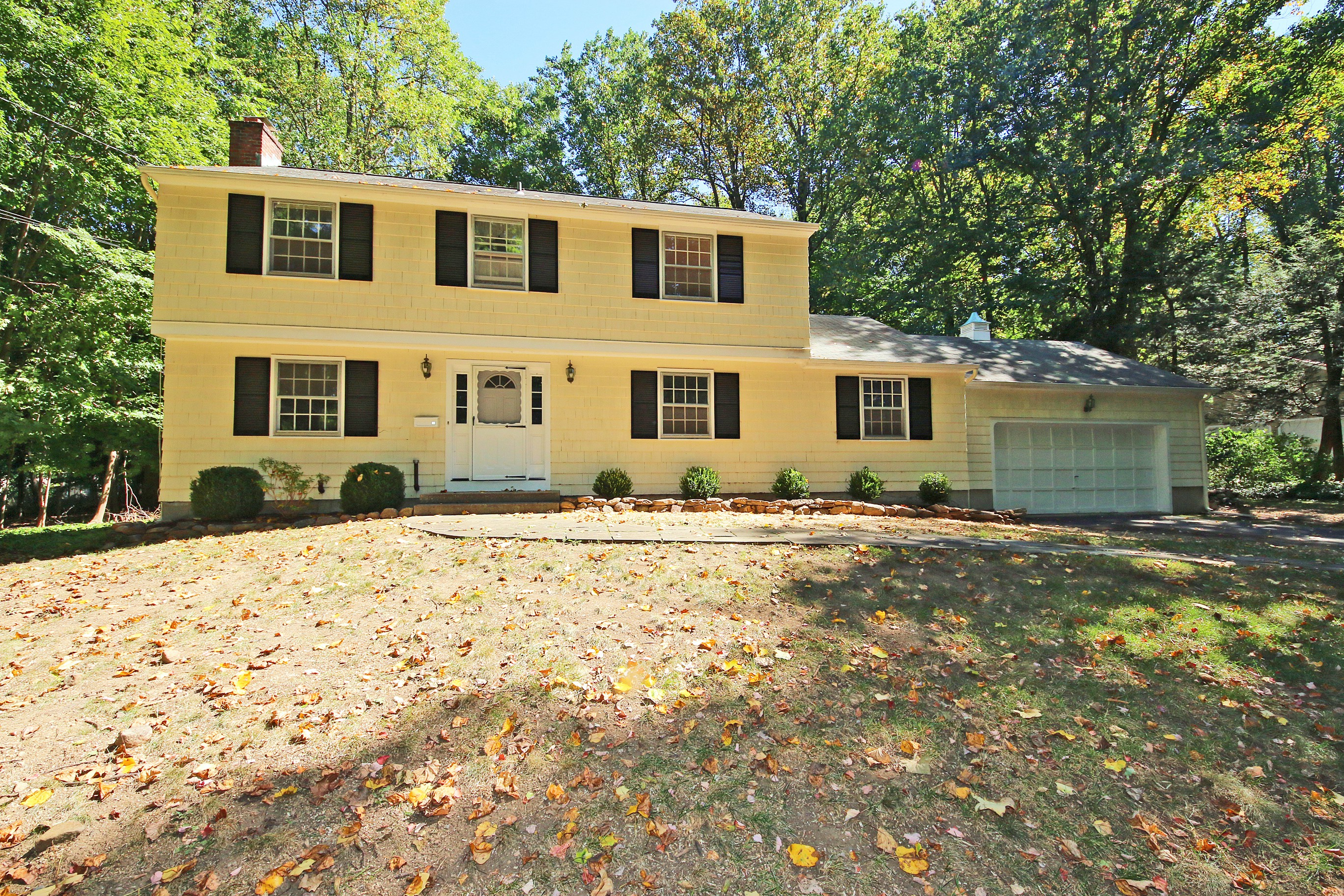 Villa per Vendita alle ore Well Loved Traditional Colonial 54 Old Washington Road Ridgefield, Connecticut, 06877 Stati Uniti