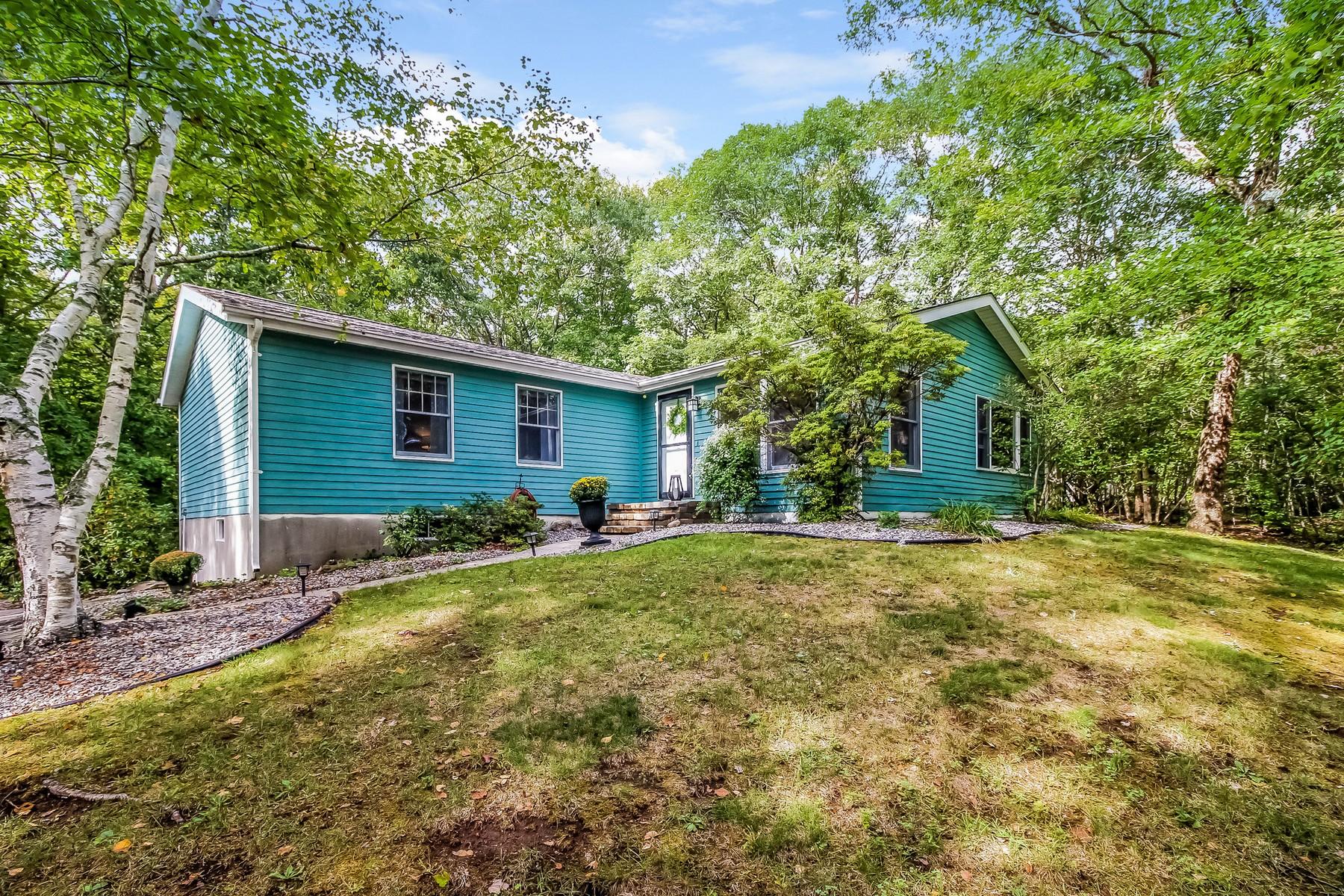 独户住宅 为 销售 在 Impeccably Remodeled 15 King James Dr 东莱姆, 康涅狄格州, 06333 美国