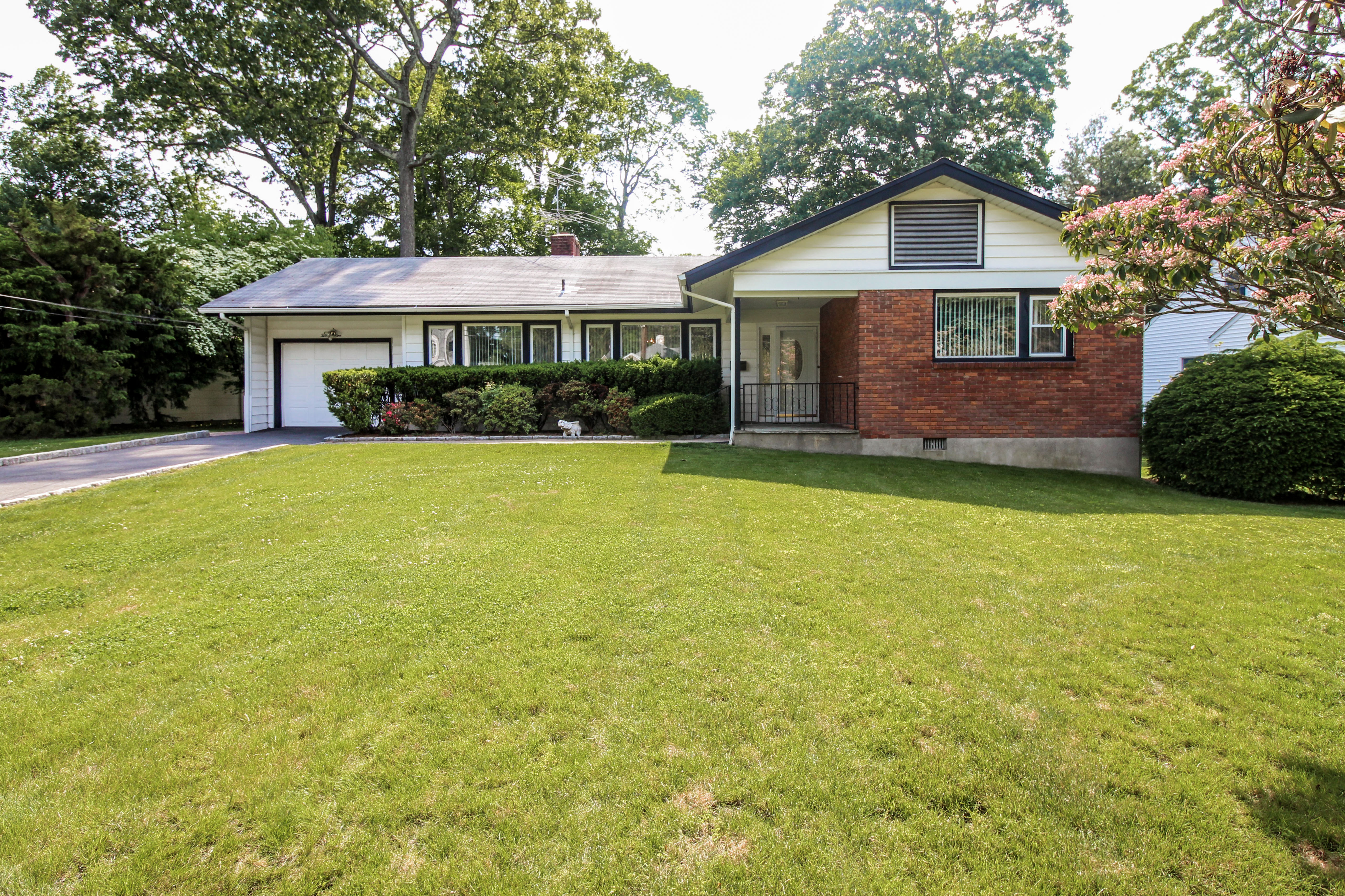 Single Family Home for Sale at Desirable Home in Wilmot Woods 29 Alden Court Scarsdale, New York, 10583 United States