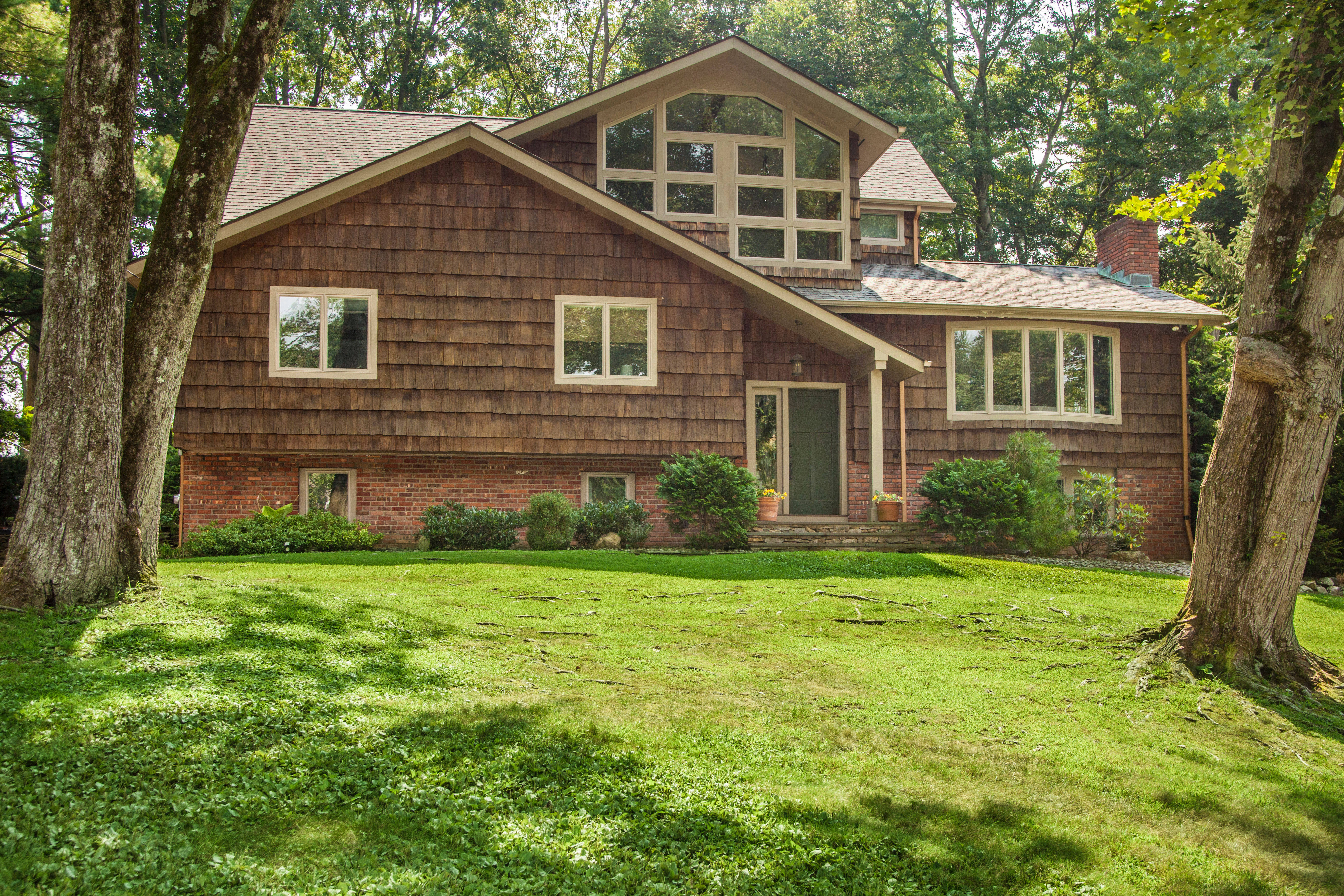 Single Family Home for Sale at 34 Meadowlark Road Rye Brook, New York, 10573 United States