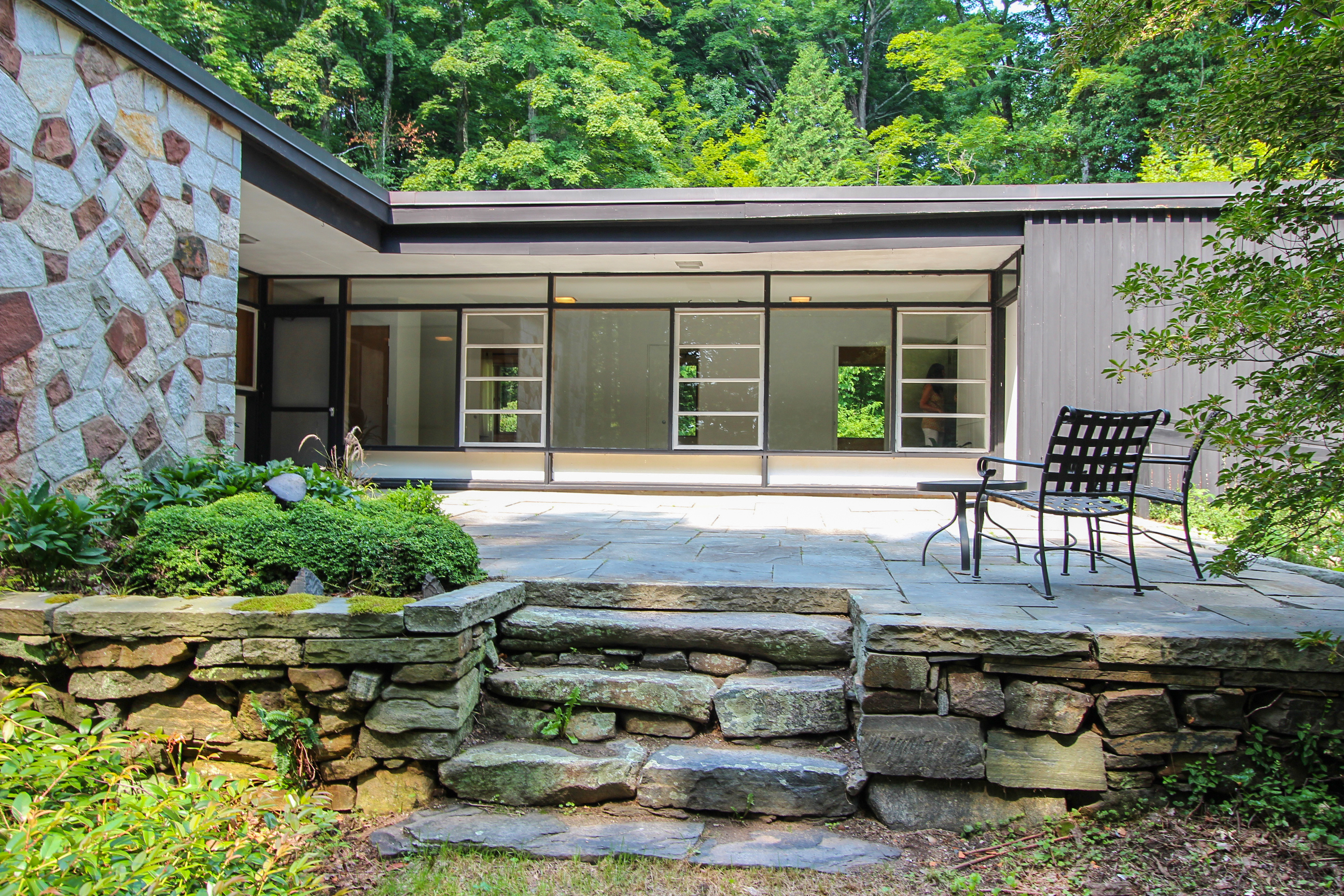 Casa Unifamiliar por un Venta en Masterfully Designed Mid Century Modern 455 Milford St Burlington, Connecticut 06013 Estados Unidos