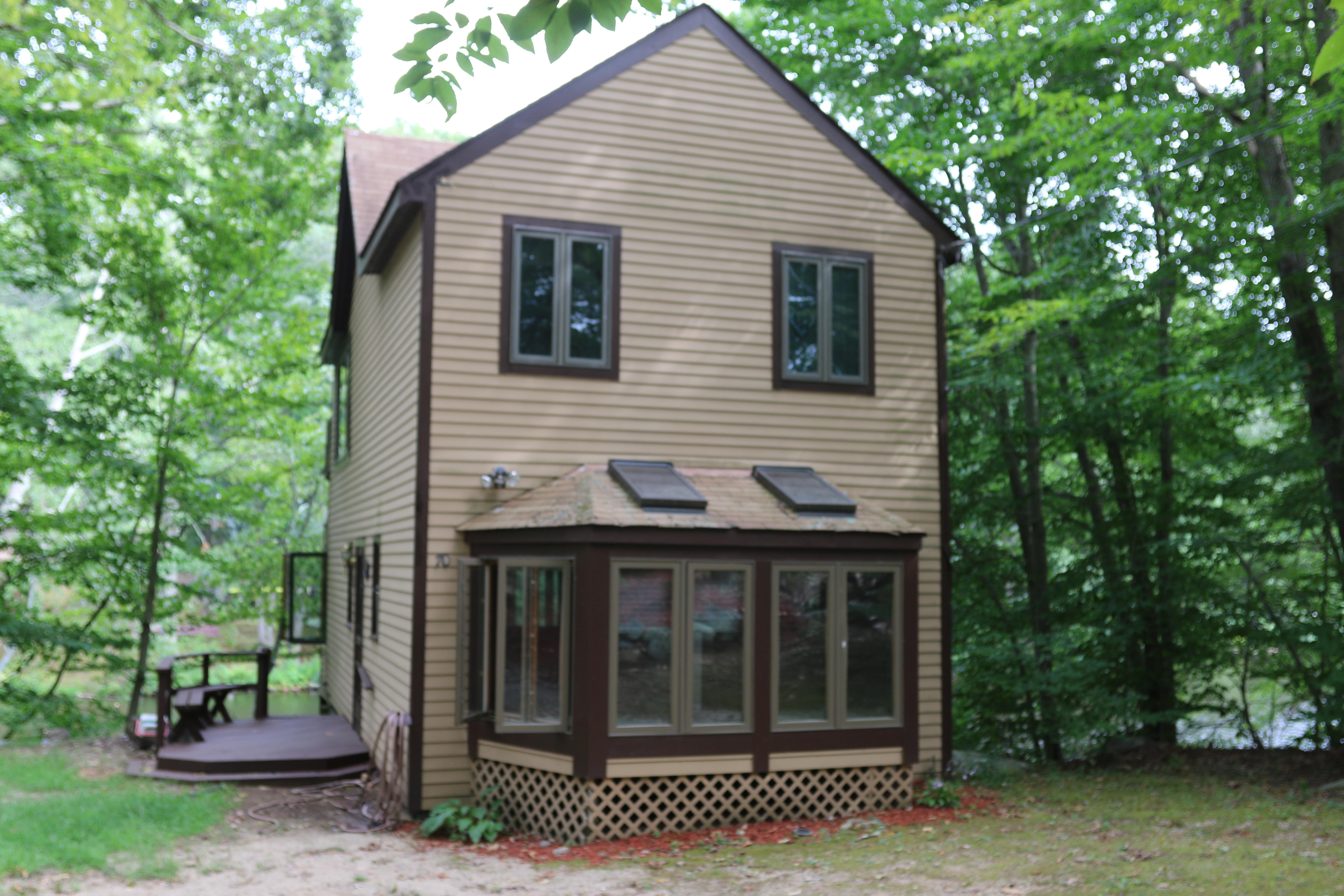 Nhà ở một gia đình vì Bán tại Direct Lake Front with Floating Dock 70 West Shore Drive Clinton, Connecticut, 06413 Hoa Kỳ