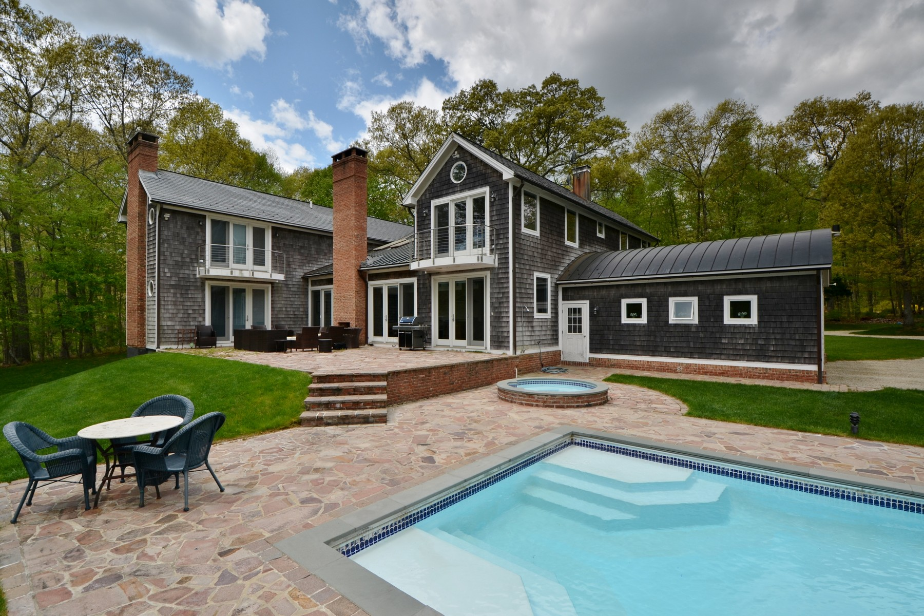 Casa Unifamiliar por un Venta en Desirable Otter Cove on Quiet 2.71 Acres 36 Otter Cove Dr Old Saybrook, Connecticut, 06475 Estados Unidos