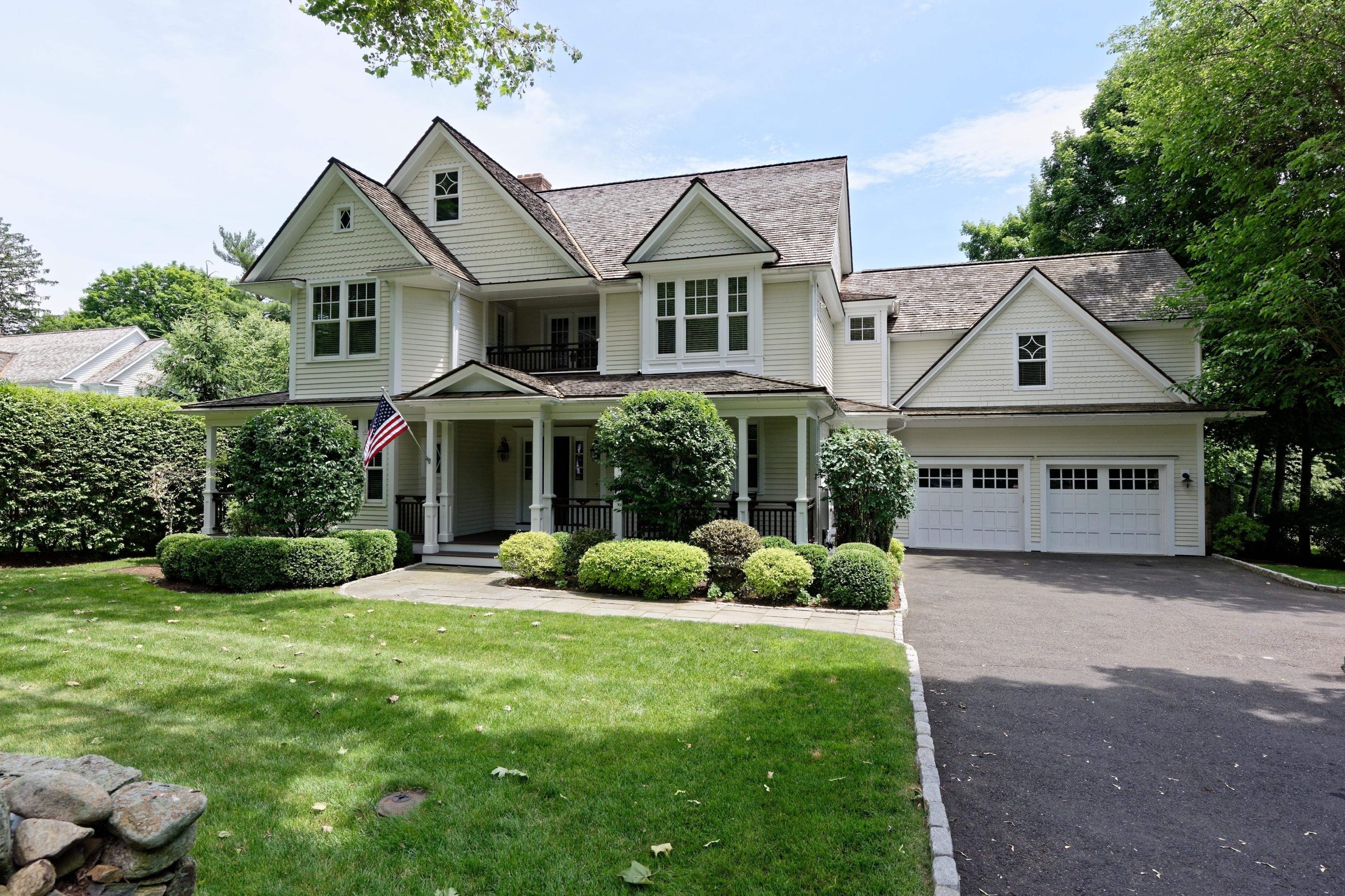 Casa para uma família para Venda às Greens Farms Area 374 Greens Farms Road Westport, Connecticut 06880 Estados Unidos