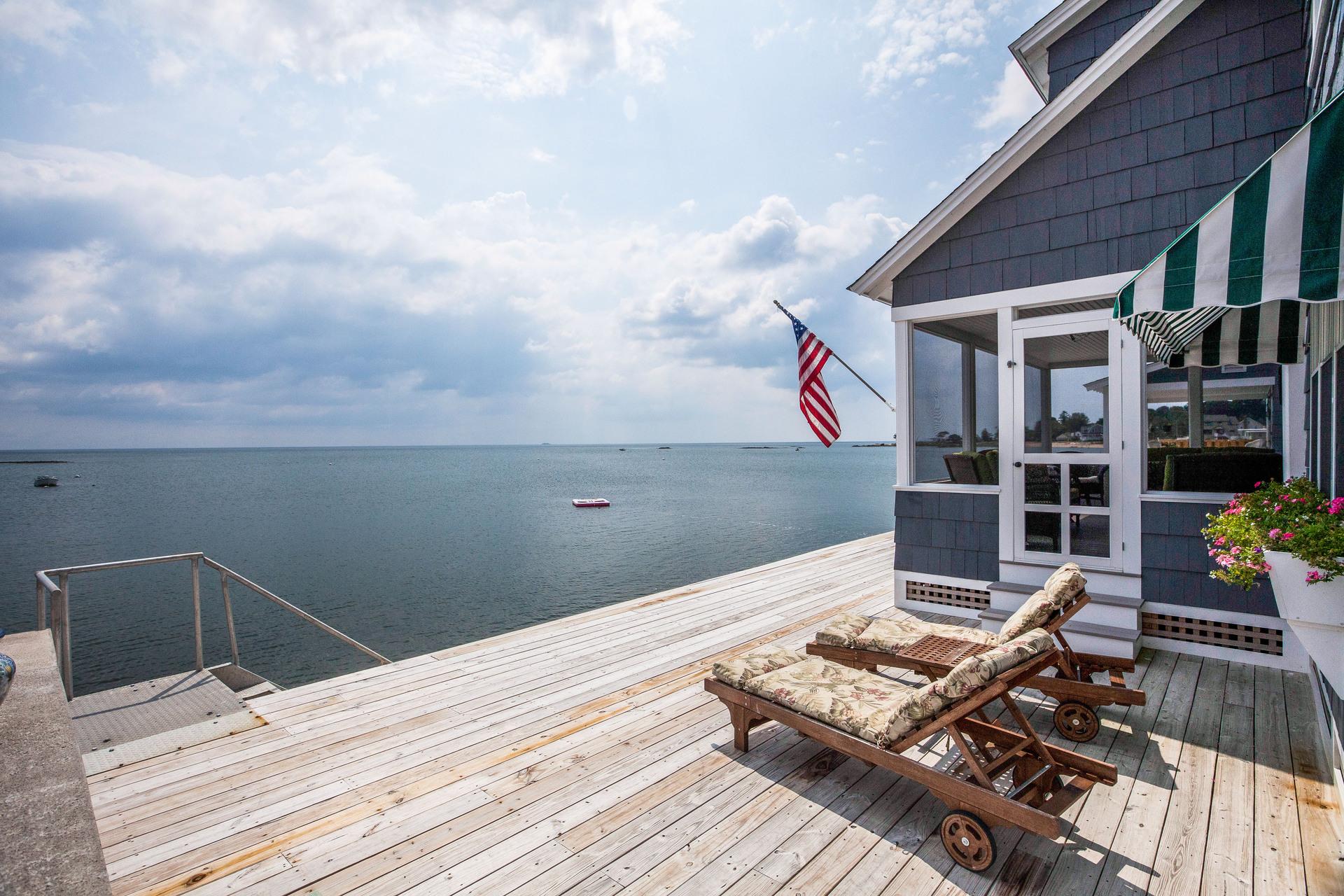 Maison unifamiliale pour l Vente à 146 Harbor Ave Madison, Connecticut, 06443 États-Unis