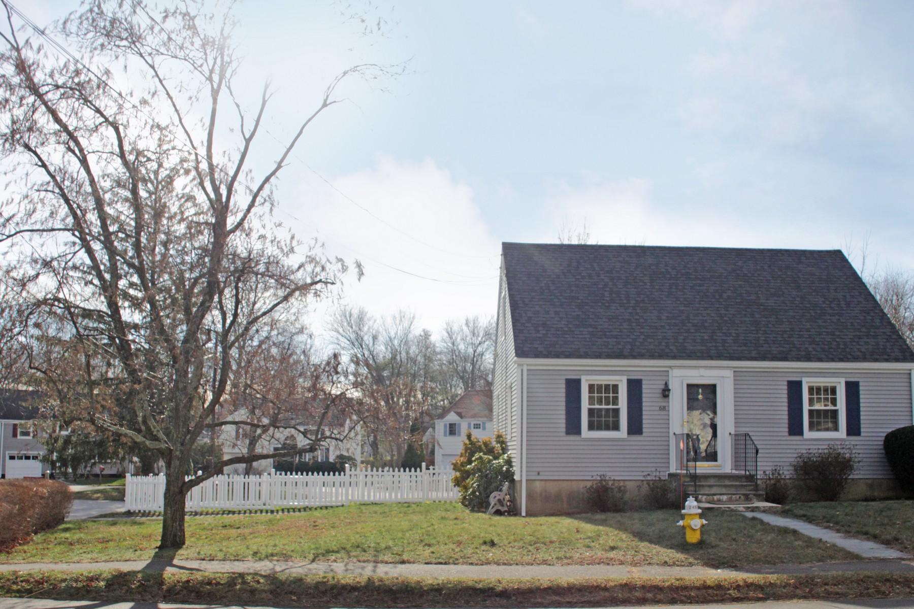 獨棟家庭住宅 為 出售 在 Updated Cape 68 Maple Street Darien, 康涅狄格州 06820 美國