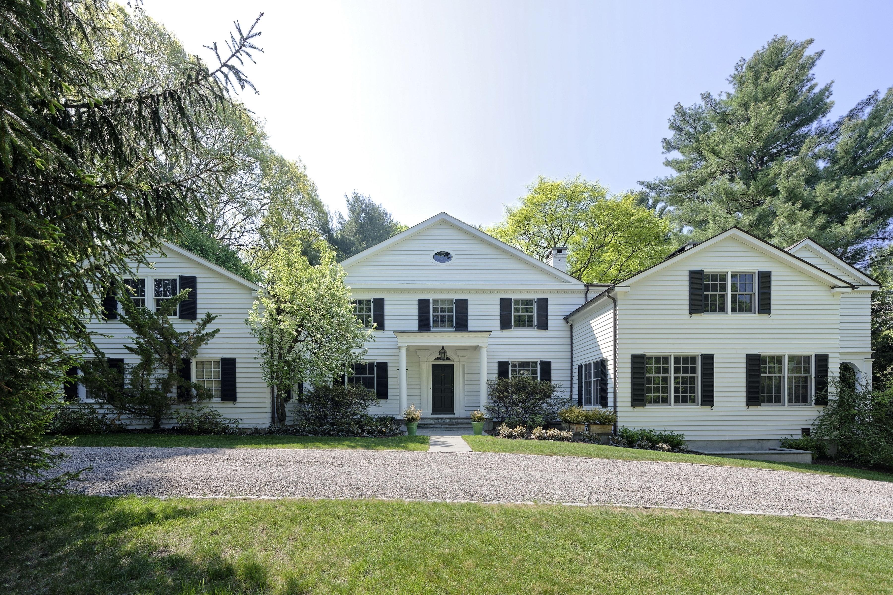 Casa para uma família para Venda às Exclusive Ardsley Park Estate Colonial 164 Washington Avenue Irvington, Nova York 10522 Estados Unidos