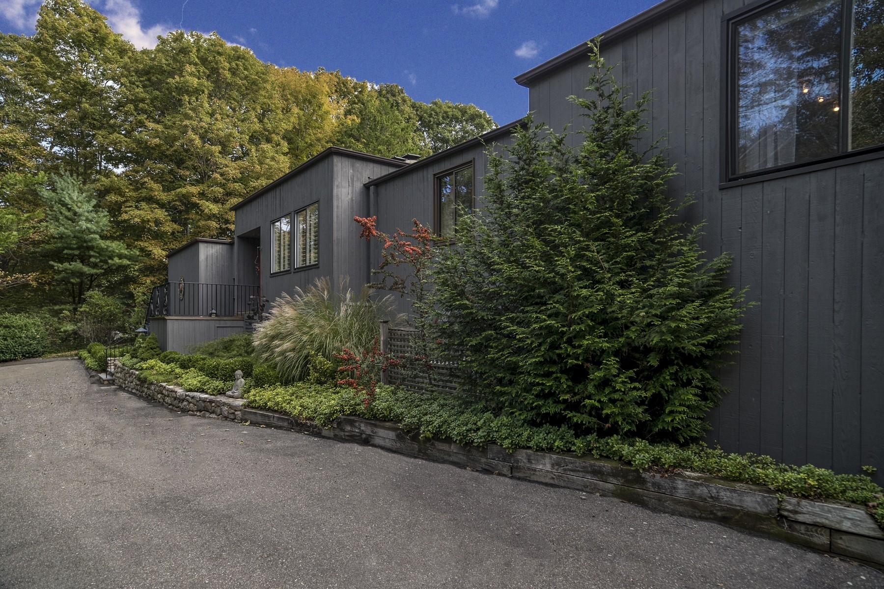 Einfamilienhaus für Verkauf beim Striking Country Contemporary 18 Book Hill Woods Rd Essex, Connecticut 06426 Vereinigte Staaten