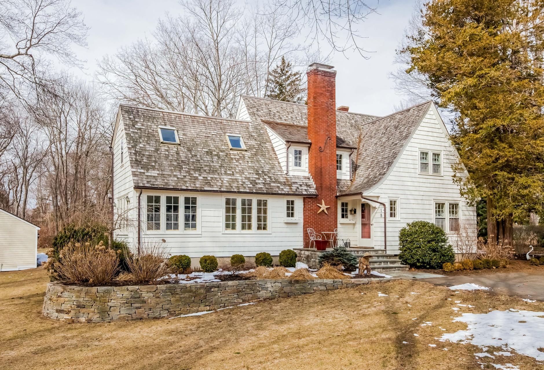 Einfamilienhaus für Verkauf beim Water area home! 18 East Wharf Rd Madison, Connecticut 06443 Vereinigte Staaten