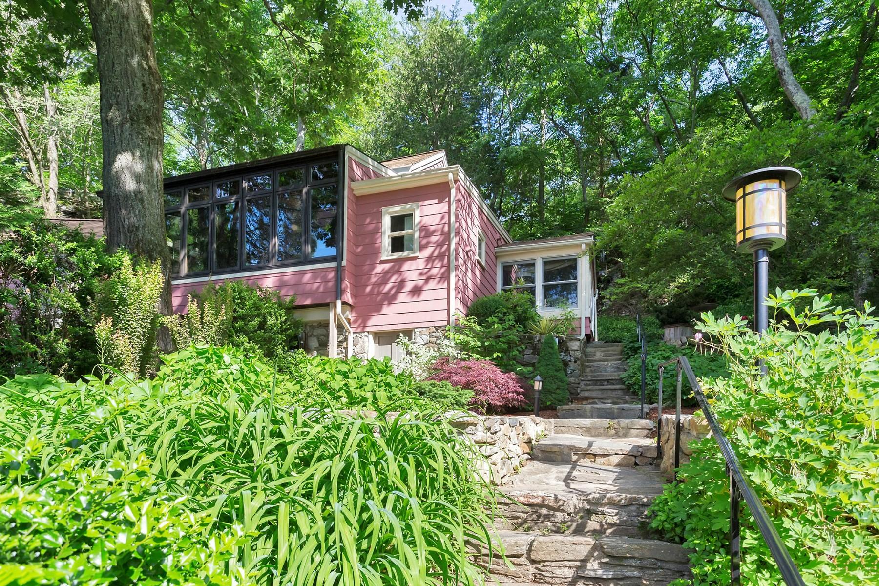 Casa Unifamiliar por un Venta en ENCHANTED ANTIQUE HIDEAWAY 54 Davis Hill Road Weston, Connecticut, 06883 Estados Unidos