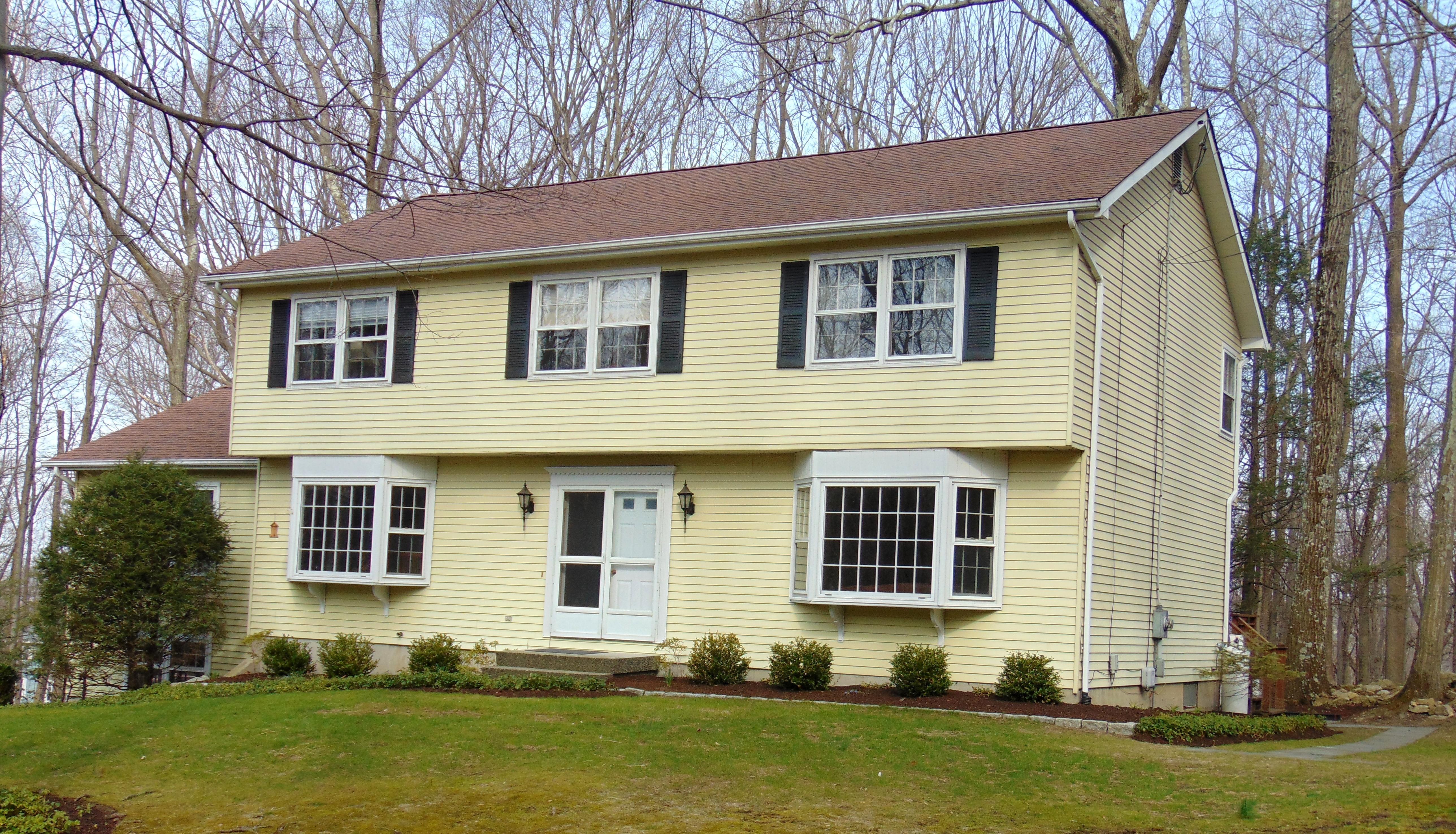 Einfamilienhaus für Verkauf beim Charismatic Colonial 30 Long Ridge Road Danbury, Connecticut, 06810 Vereinigte Staaten