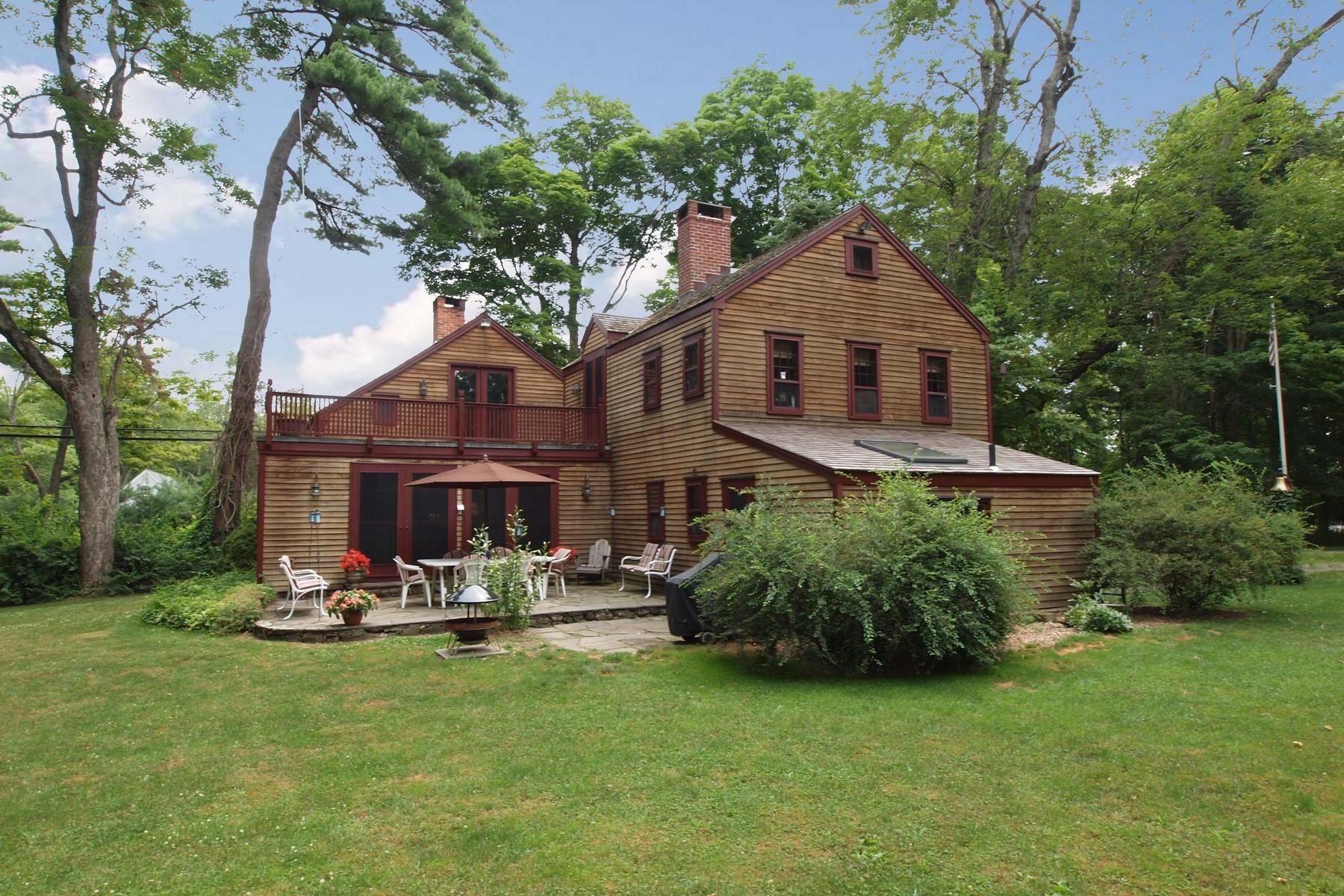 Maison unifamiliale pour l Vente à Country Compound 177 Lonetown Road Redding, Connecticut 06896 États-Unis