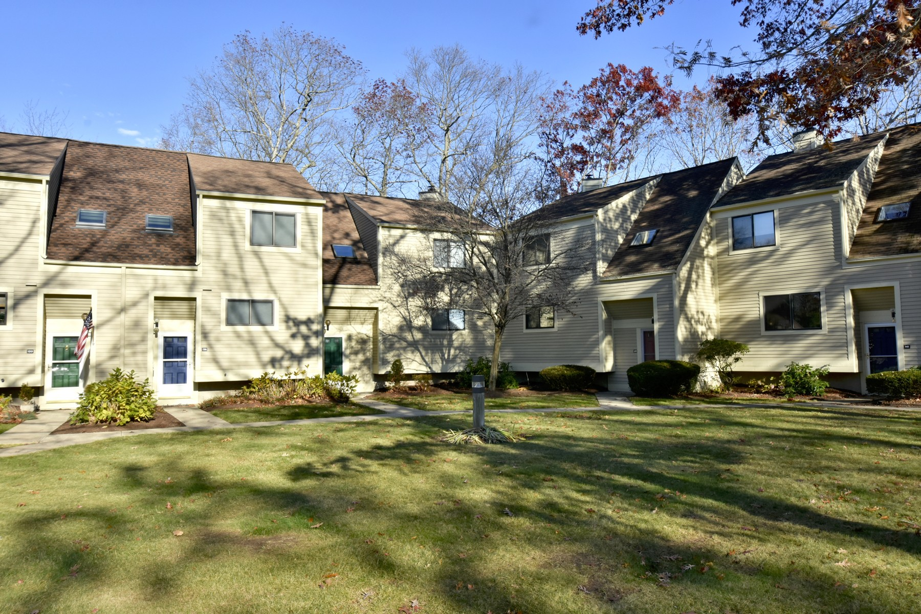 Condominio por un Venta en Enjoy Coastal Living at it's Finest! 137 Sandy Point Rd 137 Old Saybrook, Connecticut, 06475 Estados Unidos