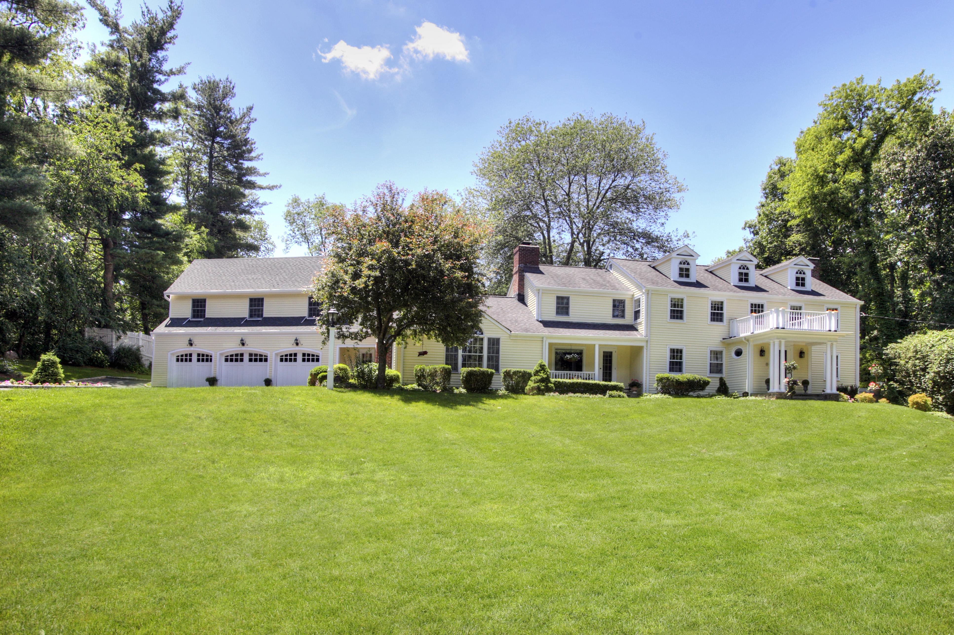 Villa per Vendita alle ore Simply Beautiful 35 Collinswood Road Wilton, Connecticut 06897 Stati Uniti