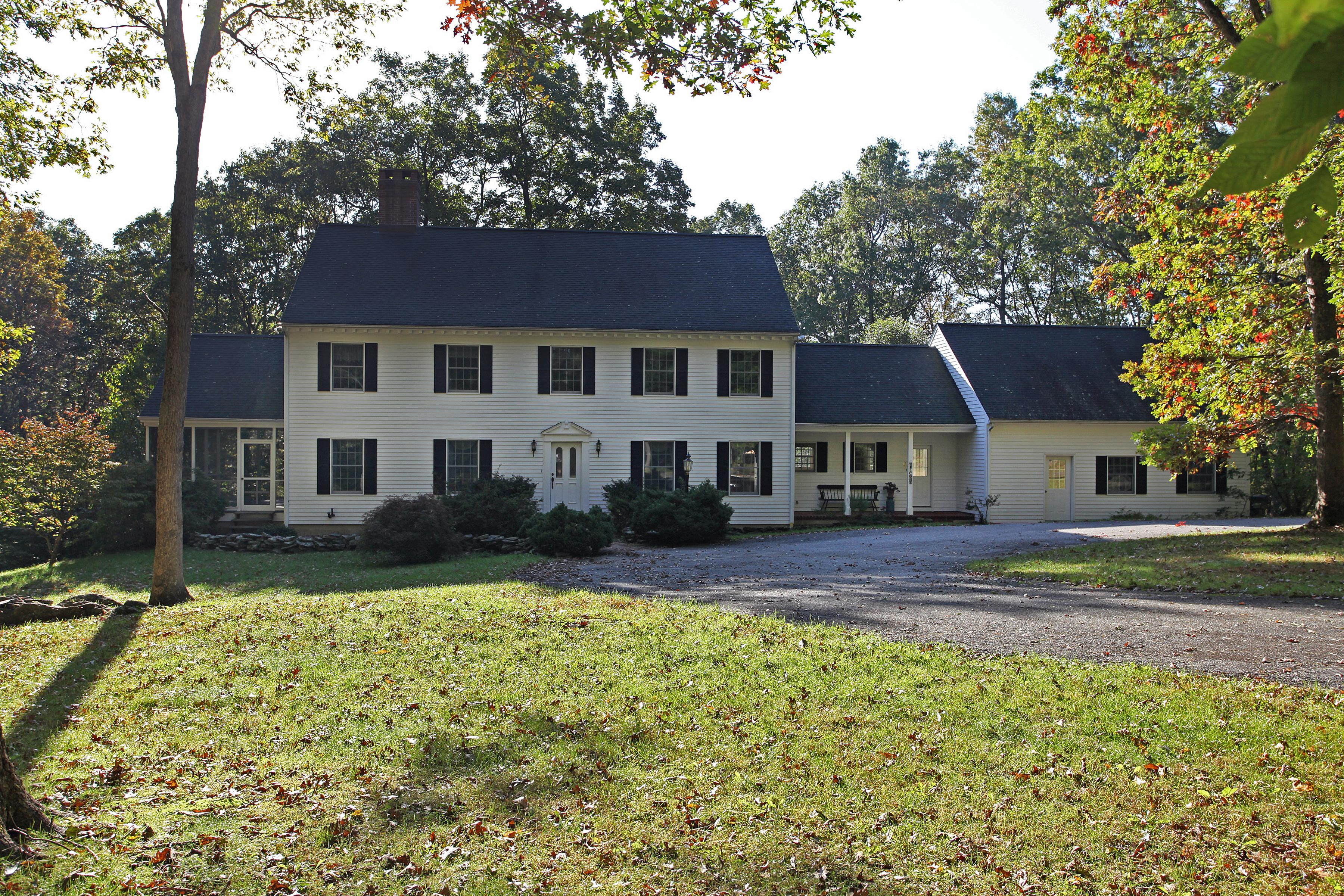 Maison unifamiliale pour l Vente à 5 Chestnut Lane Washington, Connecticut 06777 États-Unis