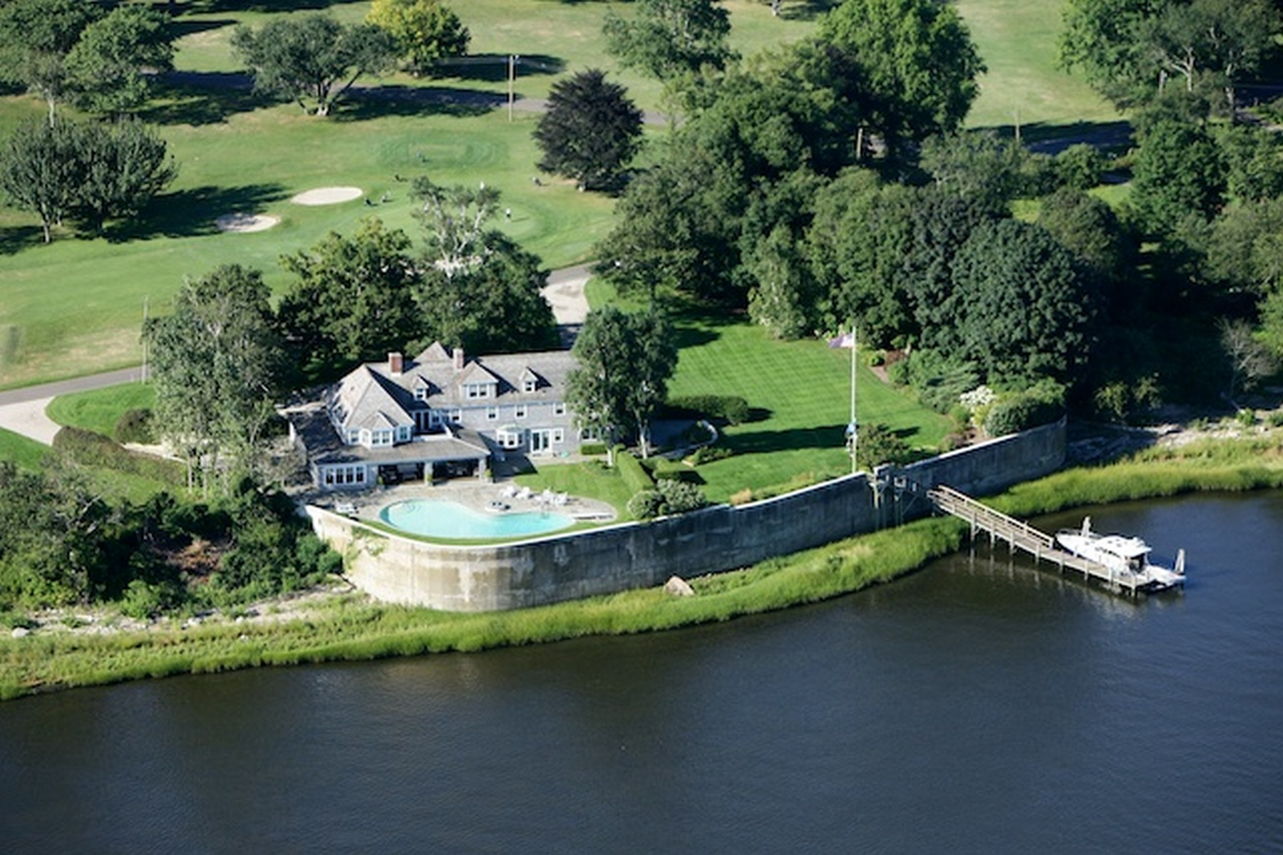 Casa Unifamiliar por un Venta en Waterfront Property with Dock 20 Nibang Avenue Old Saybrook, Connecticut, 06475 Estados Unidos
