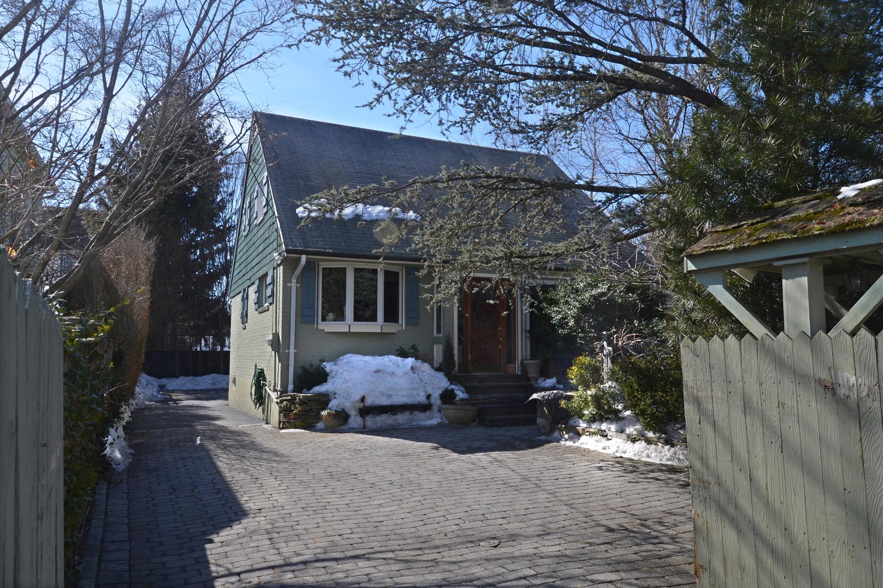 Einfamilienhaus für Verkauf beim Larchmont Manor Cape 21 Jochum Avenue Larchmont, New York 10538 Vereinigte Staaten