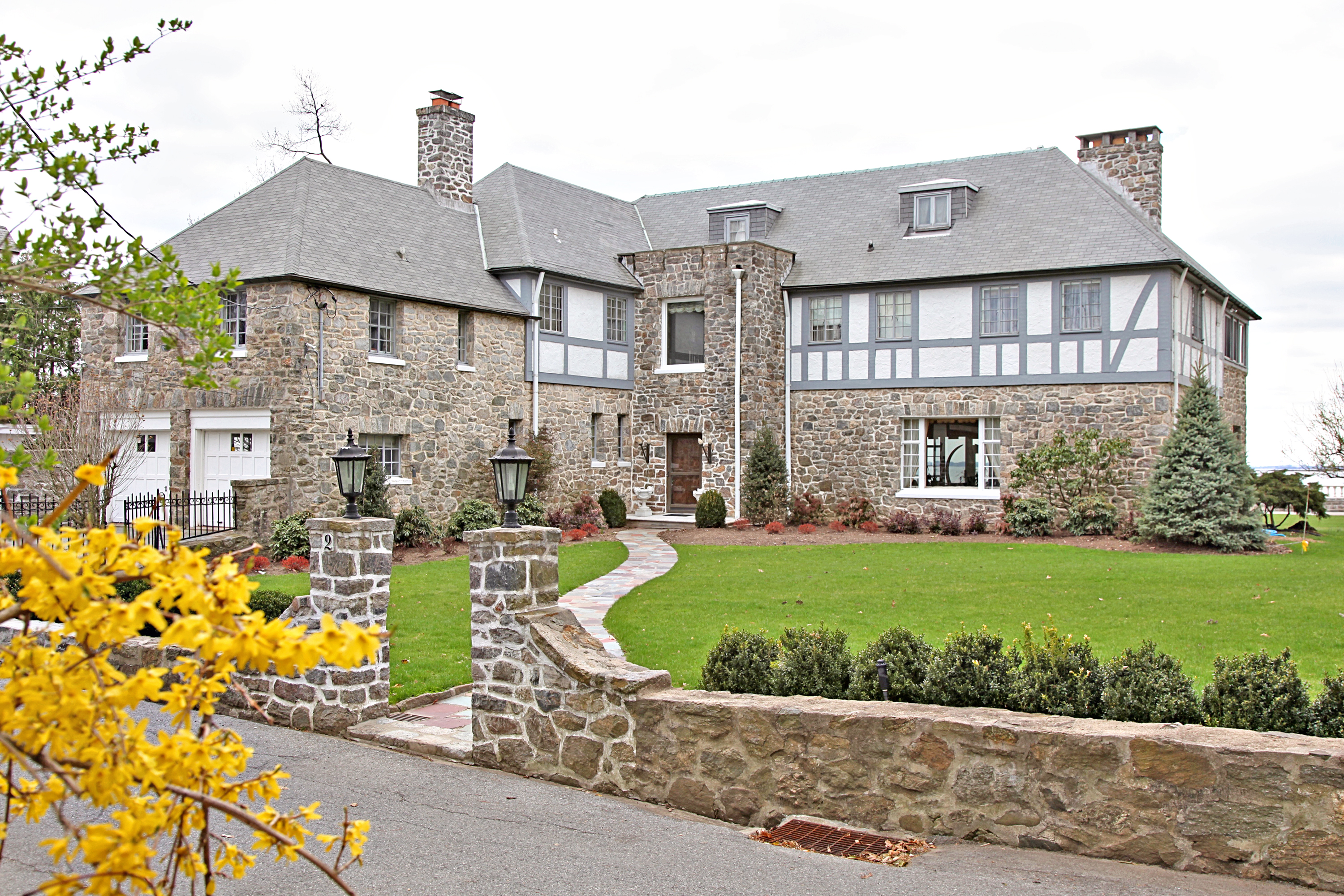 rentals property at Spectacular direct waterfront home