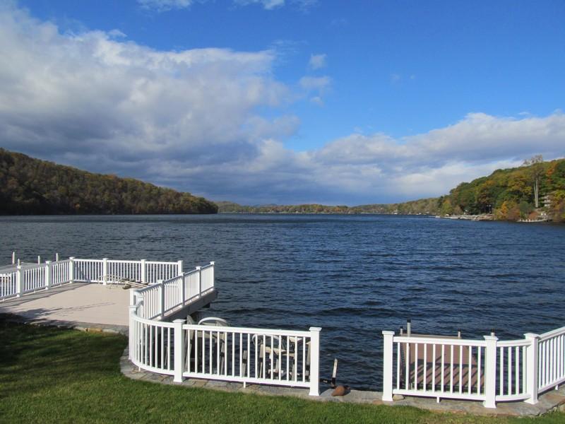Villa per Vendita alle ore Spectacular Water Views 27 Powell Street Danbury, Connecticut 06811 Stati Uniti