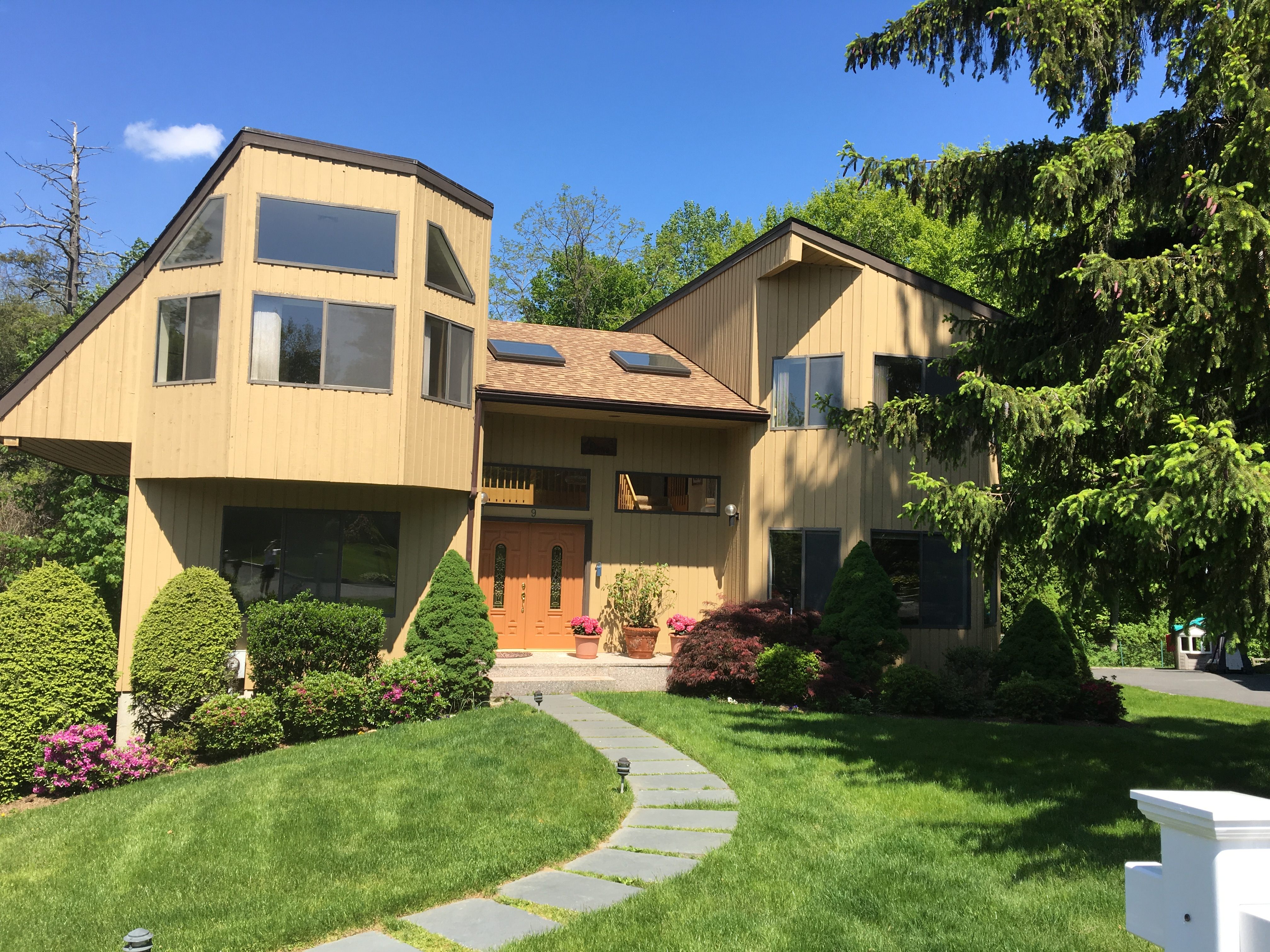Single Family Home for Sale at 9 Deer Run Rye Brook, New York, 10573 United States