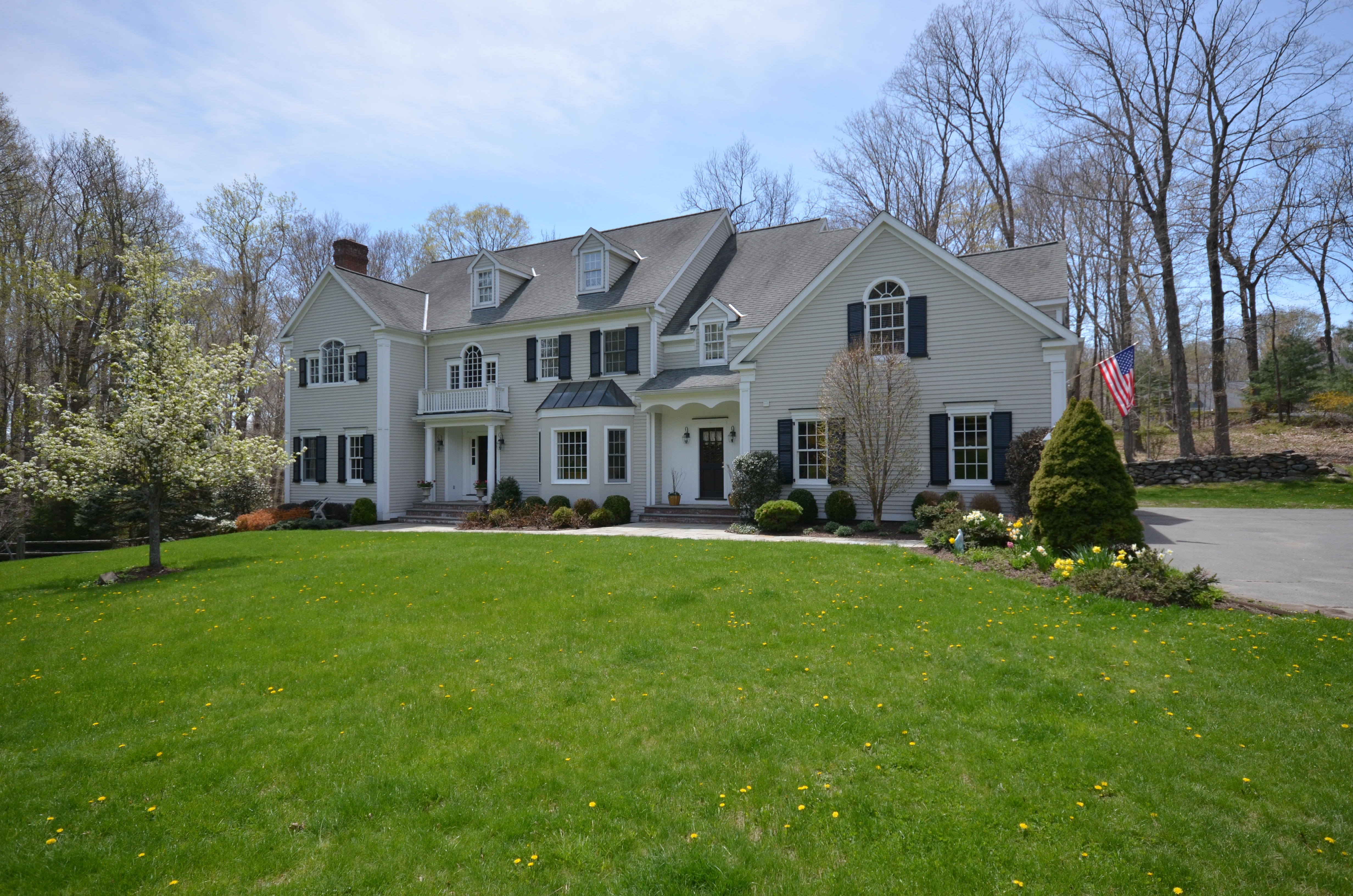 Casa Unifamiliar por un Venta en Stately Colonial 225 Nod Road Ridgefield, Connecticut 06877 Estados Unidos