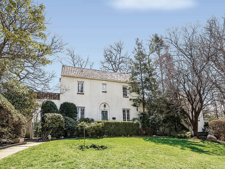 独户住宅 为 销售 在 Larchmont Woods Mediterranean 75 Wildwood Road 新罗谢尔, 纽约州, 10804 美国