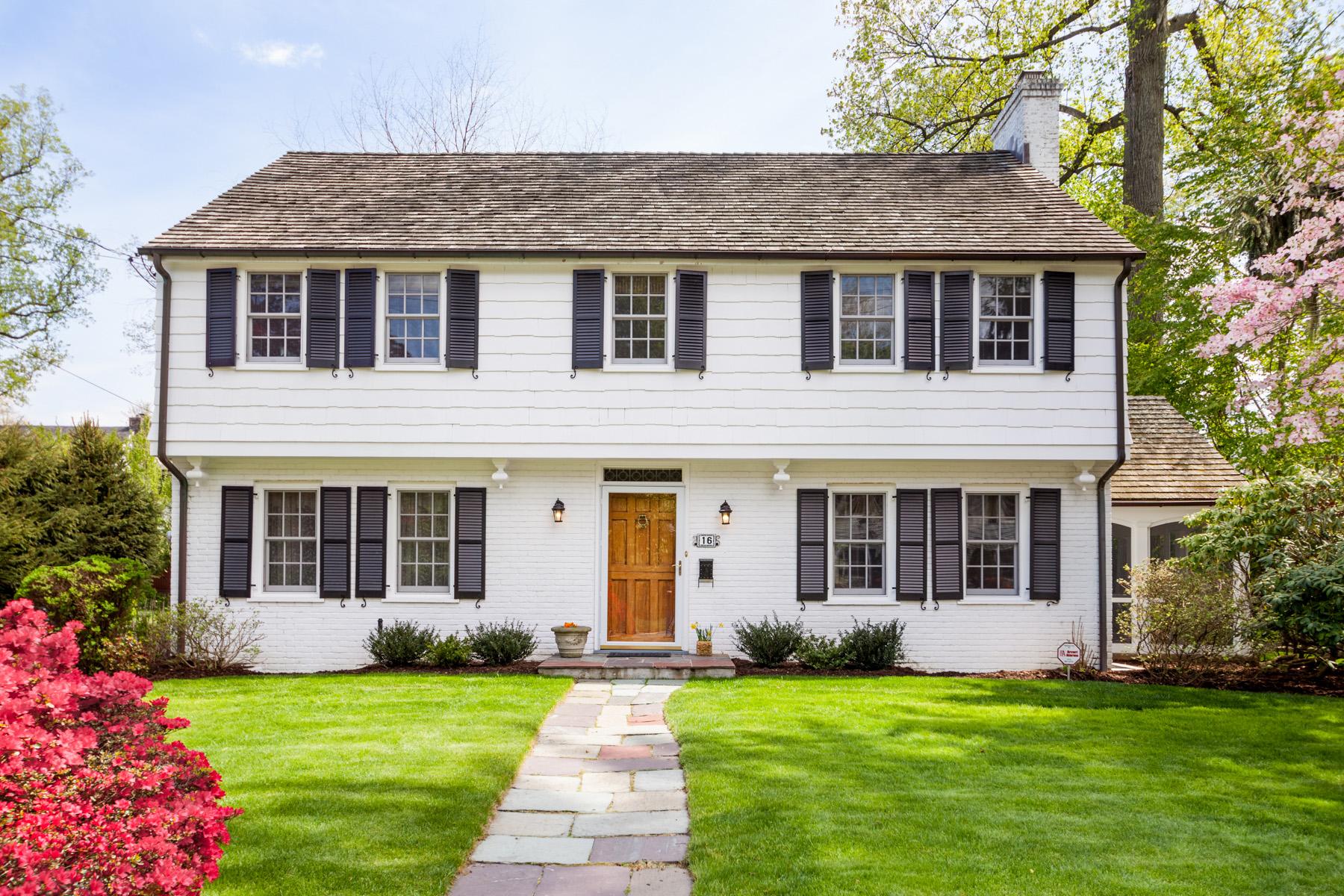 独户住宅 为 销售 在 Enchanting Colonial 16 Denman Place 芒特弗农, 纽约州, 10552 美国