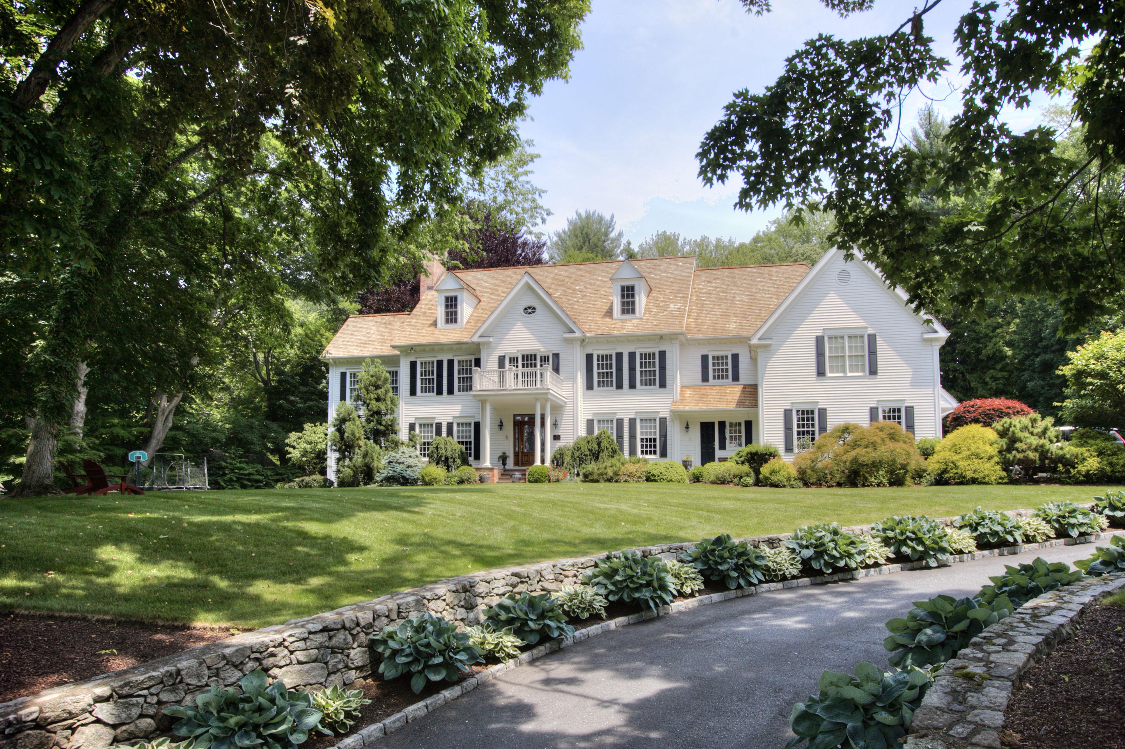 Villa per Vendita alle ore Set Upon a Hill with Water Views 98 Belden Hill Road Wilton, Connecticut 06897 Stati Uniti