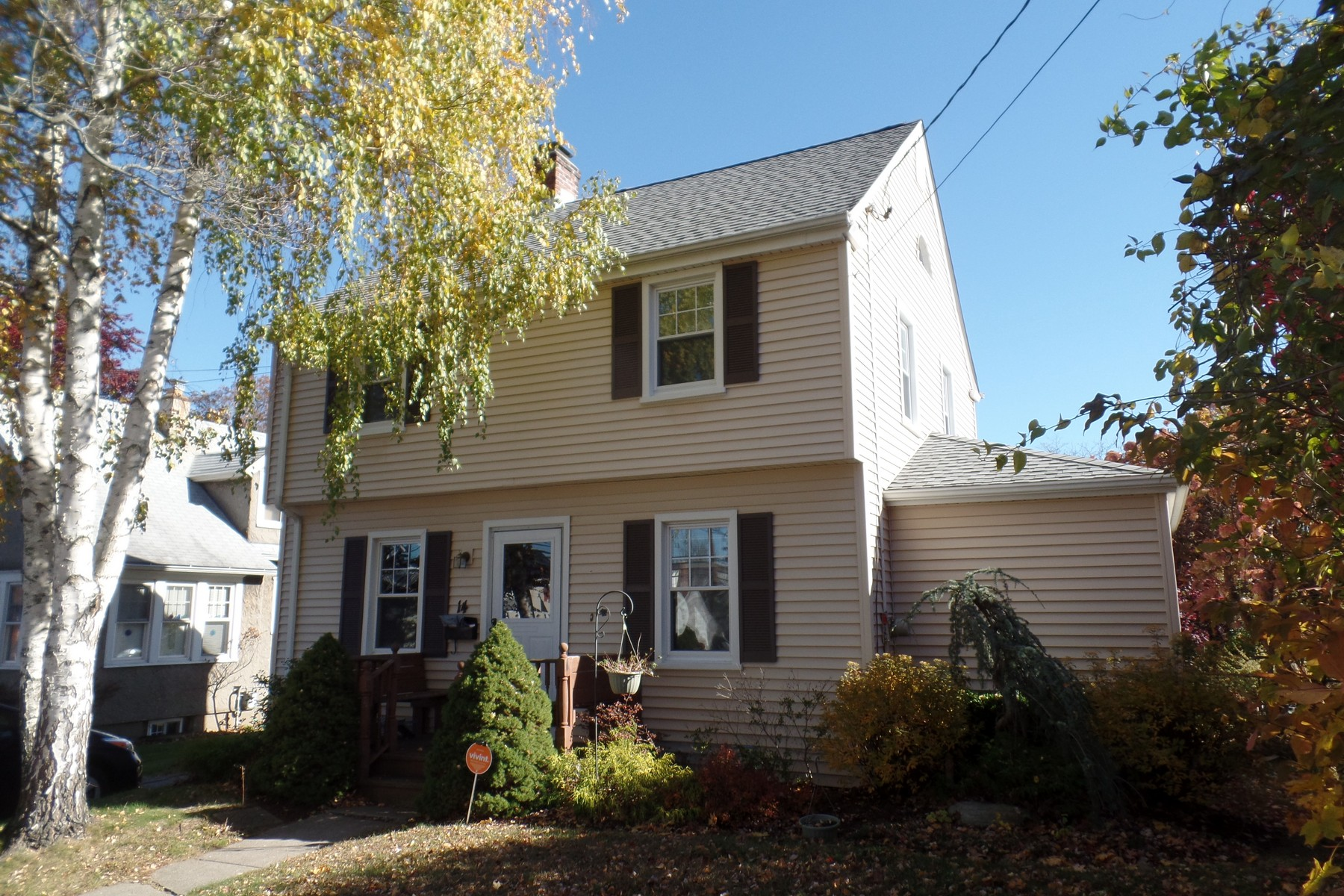 Single Family Home for Sale at Charming Colonial in Paradise Green Area 14 Clinton Avenue Stratford, Connecticut, 06614 United States