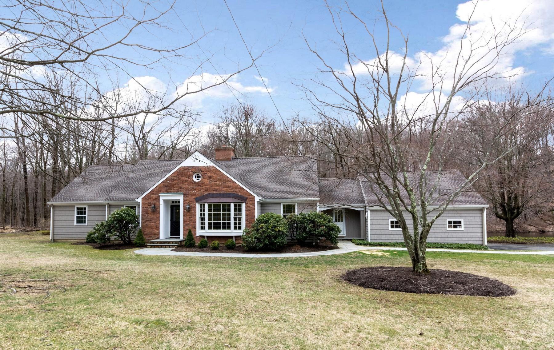 단독 가정 주택 용 매매 에 Quintessential Connecticut 130 Indian Cave Road Ridgefield, 코네티컷, 06877 미국