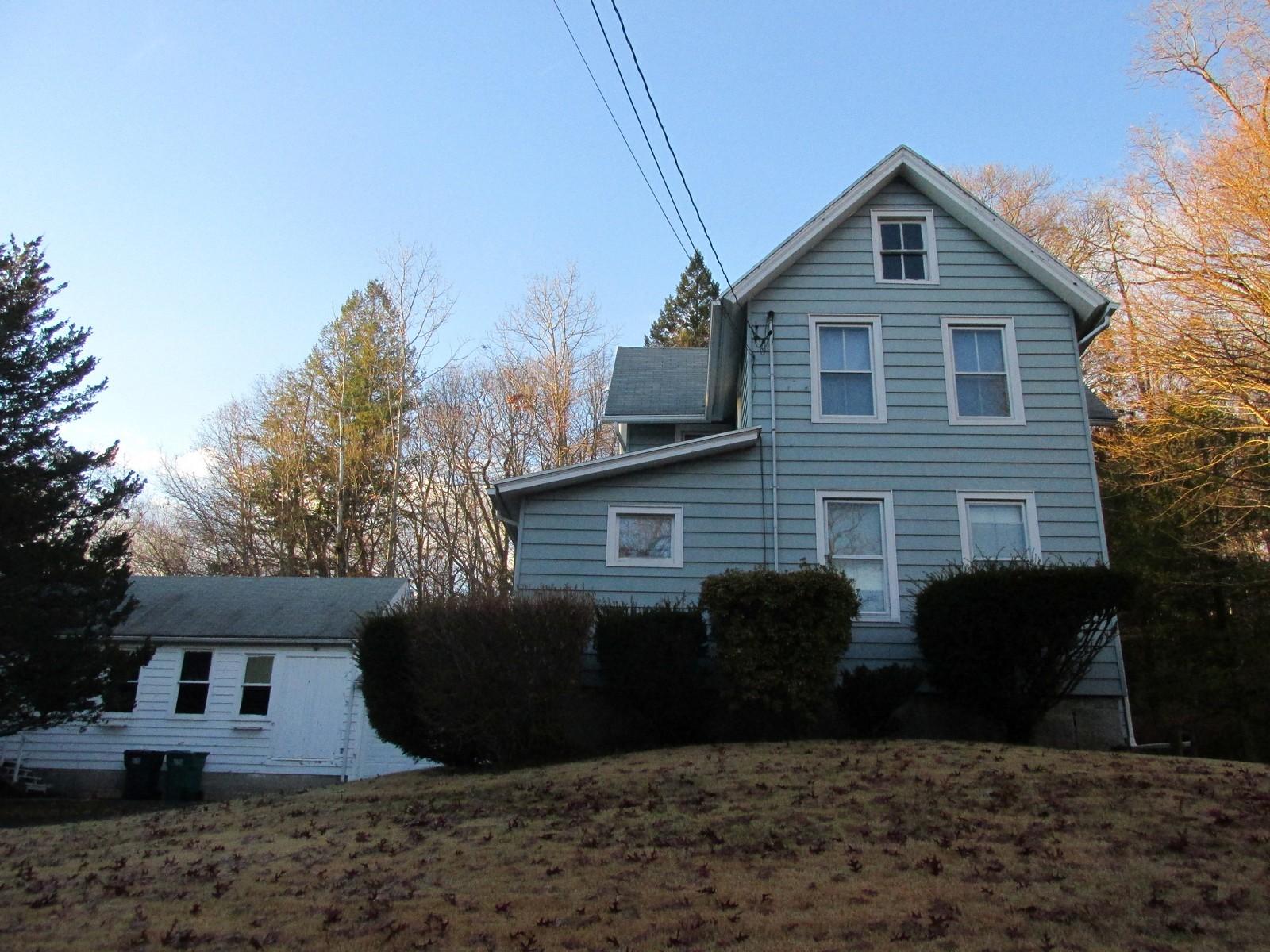 獨棟家庭住宅 為 出售 在 A Property Perfect for a Builder or Carpenter 27 Chestnut Street Seymour, 康涅狄格州, 06483 美國