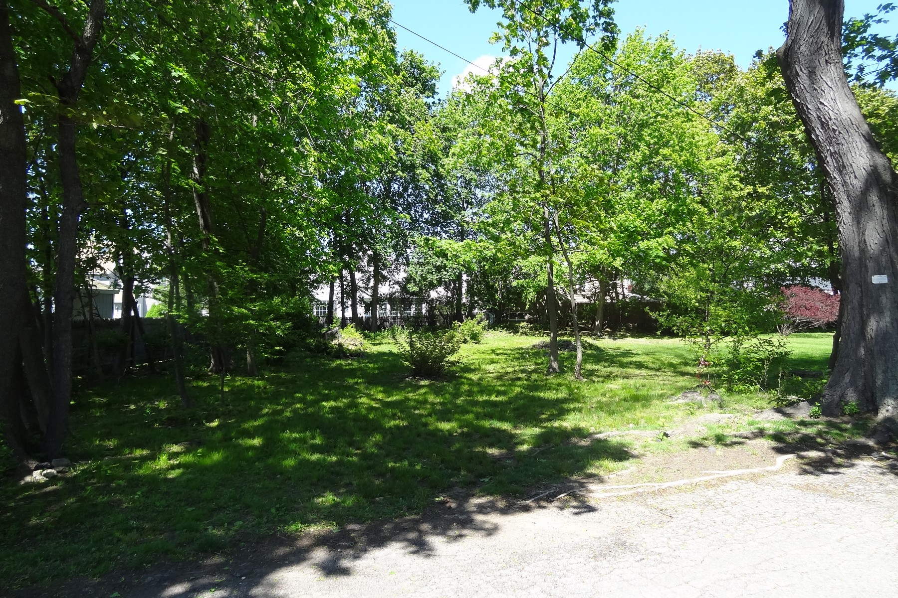 Terreno per Vendita alle ore Level Lot in St. Mary's Area of Black Rock 26 Sprague Lane Bridgeport, Connecticut, 06605 Stati Uniti