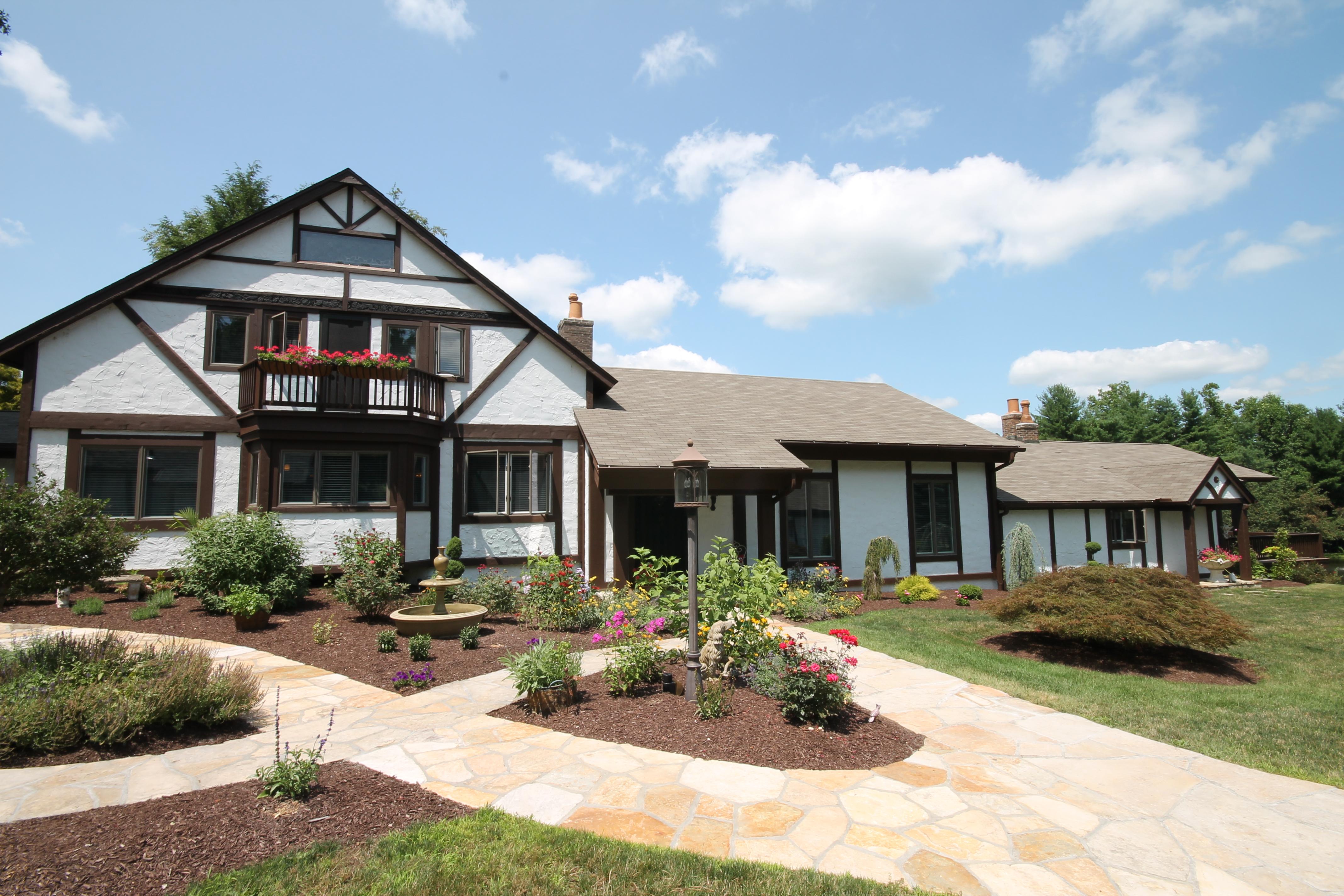 Vivienda unifamiliar por un Venta en Spectacular English Architecture 70 Obtuse Hill Road Brookfield, Connecticut 06804 Estados Unidos