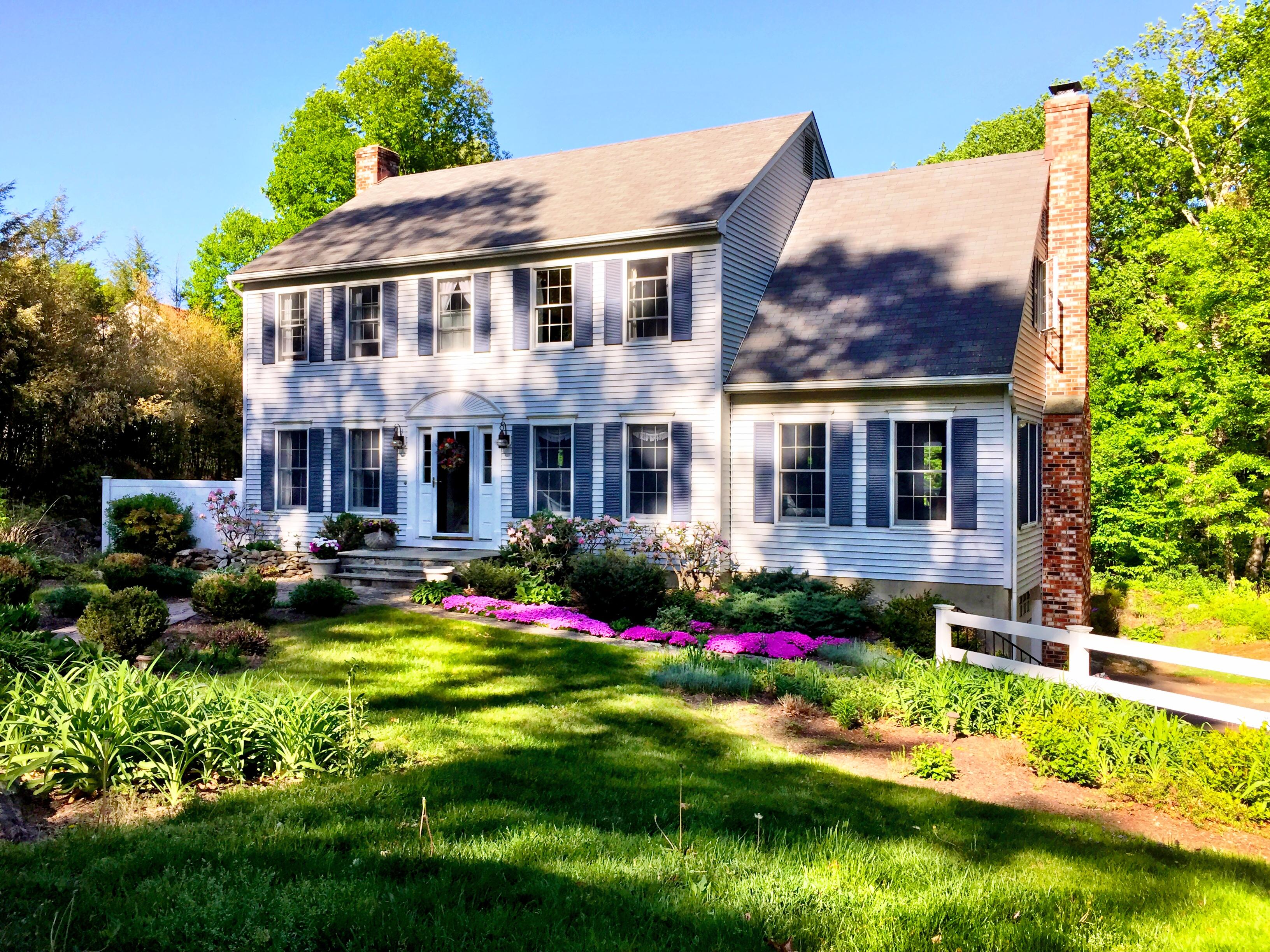 Casa para uma família para Venda às Absolutely Beautiful 154 Brushy Hill Road Danbury, Connecticut 06810 Estados Unidos
